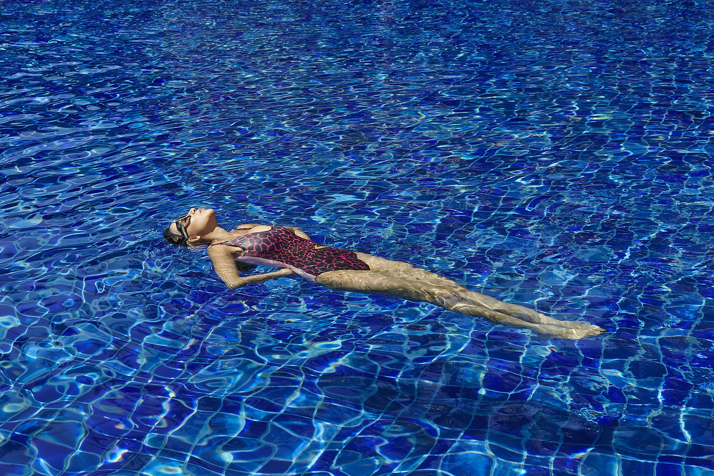 swimwear : La La Love / sunglasses : GUCCI