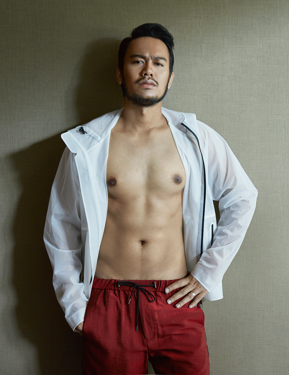 jacket and pants : Emporio Armani / shirt : Calvin Klien Platinum