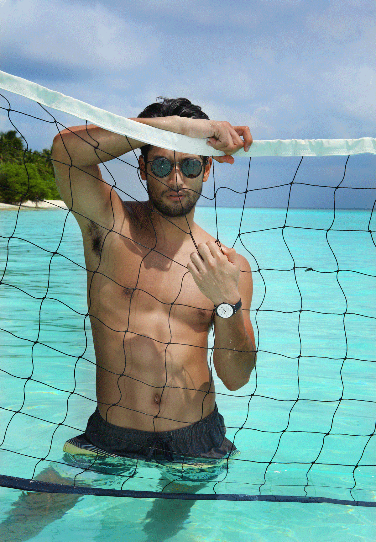 shorts : Quiksilver / sunglasses : TAVAT / watch : SWATCH skinnoir