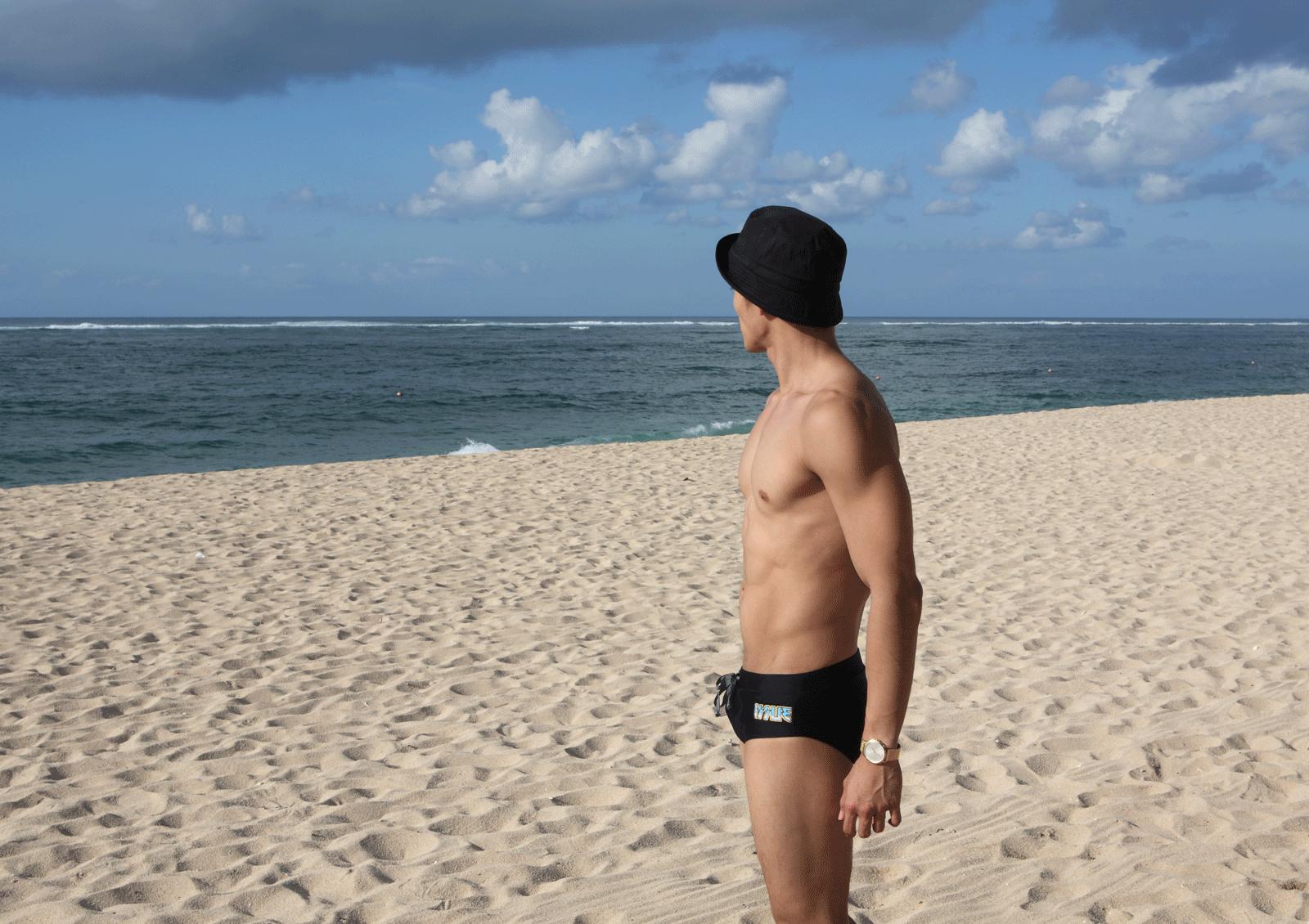 swimwear : ISSUE / watch : Calvin Klein minimal