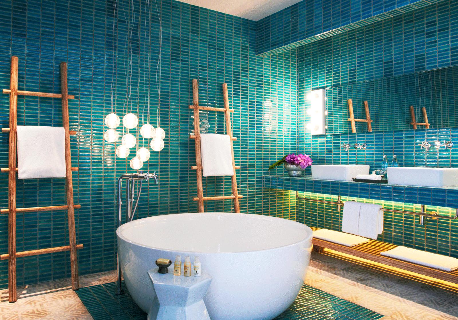 Bay-Pool-Suite---Bathroom.png