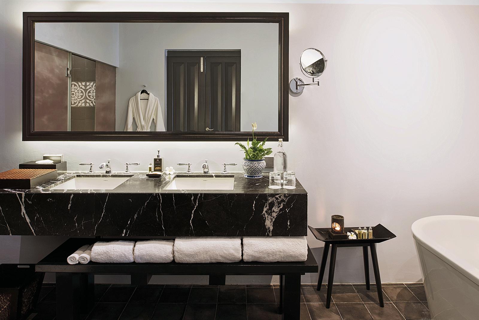 Sofitel-Luang-Prabang---Heritage-Suite-bathroom.png
