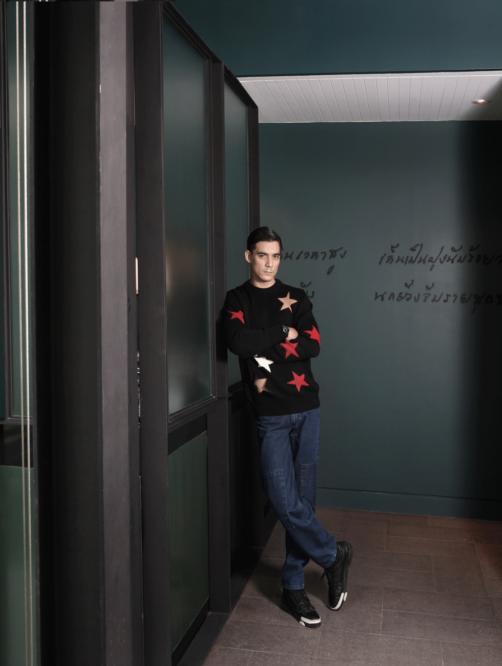 knit top and shoes : GIVENCHY / jeans :Everyday Karmakamet  watch : Hamilton Ventura Elvis 80