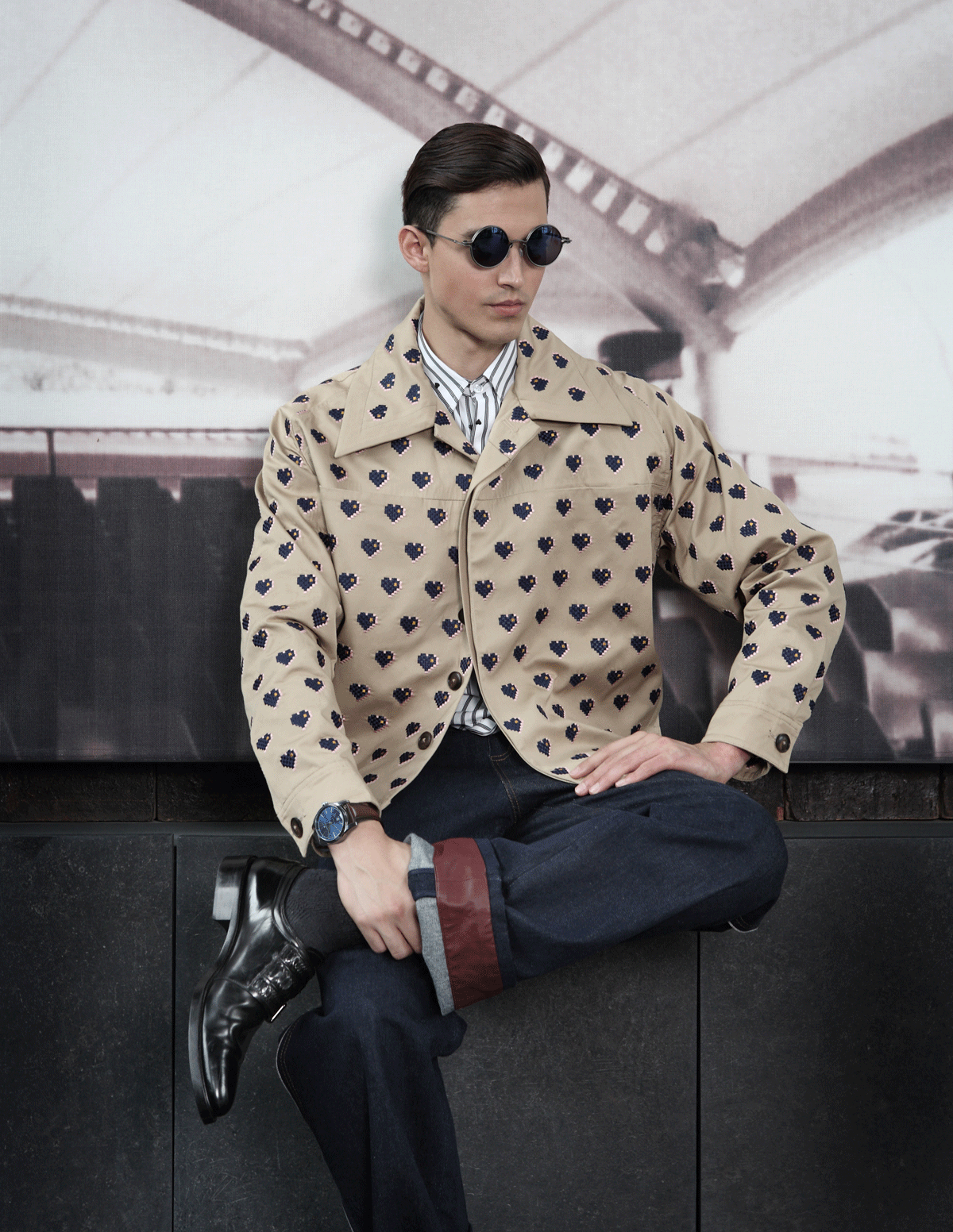 clothes : Everyday Karmakamet / sunglasses : TAVAT / shoes : GIVENCHY  watch : Hamilton Spirit of Liberty