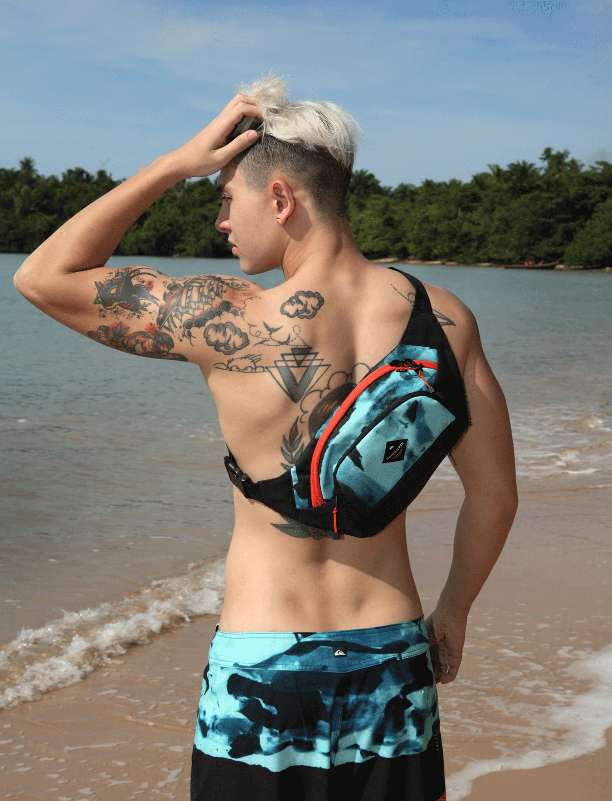 shorts and bag : QUIKSILVER