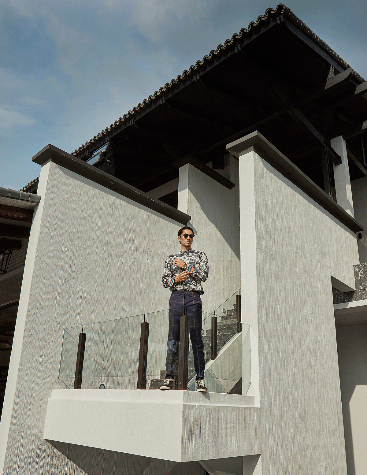 clothes : Paul Smith / shoes : Christian Louboutin / sunglasses : TAVAT
