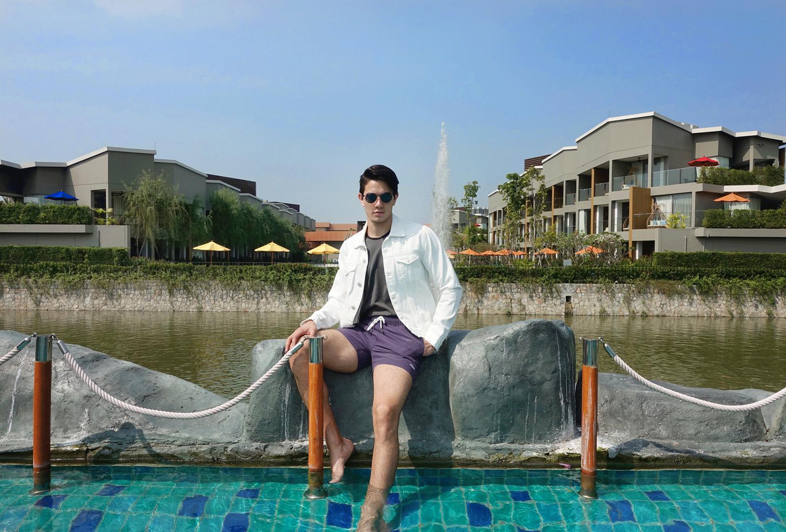 jacket : CV_homme / tank top : NOXX / shorts : Leisure Projects / sunglasses : TAVAT