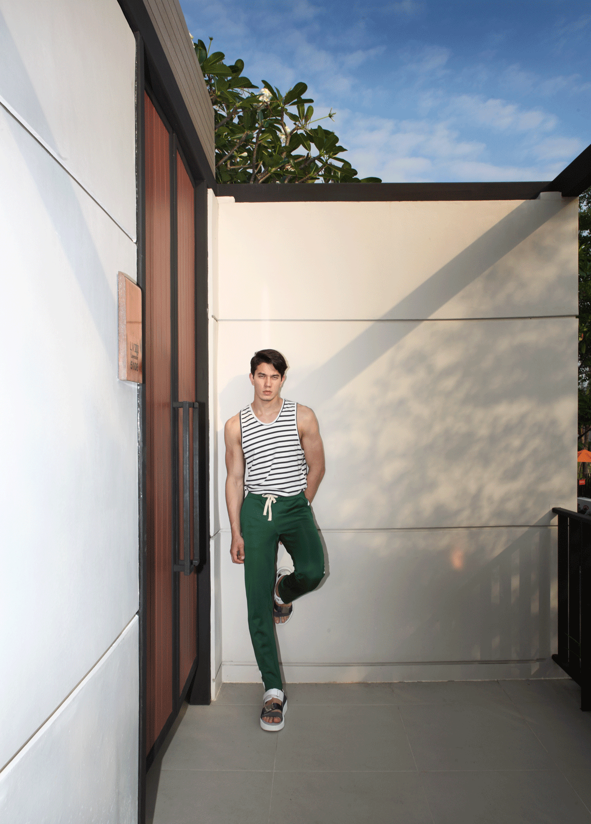 clothes : CV_homme / shoes : Leisure Projects