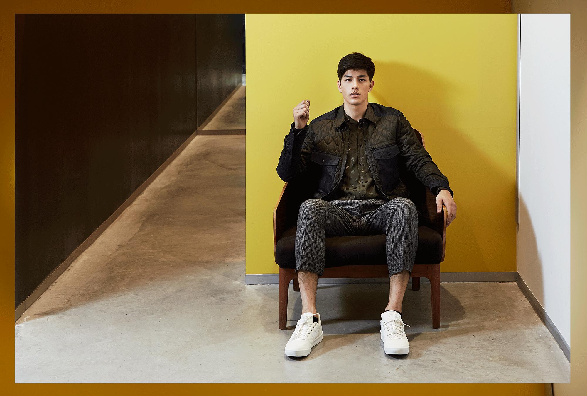Shirt : TOPMAN / Jacket : EVISU / Sneakers : New Balance