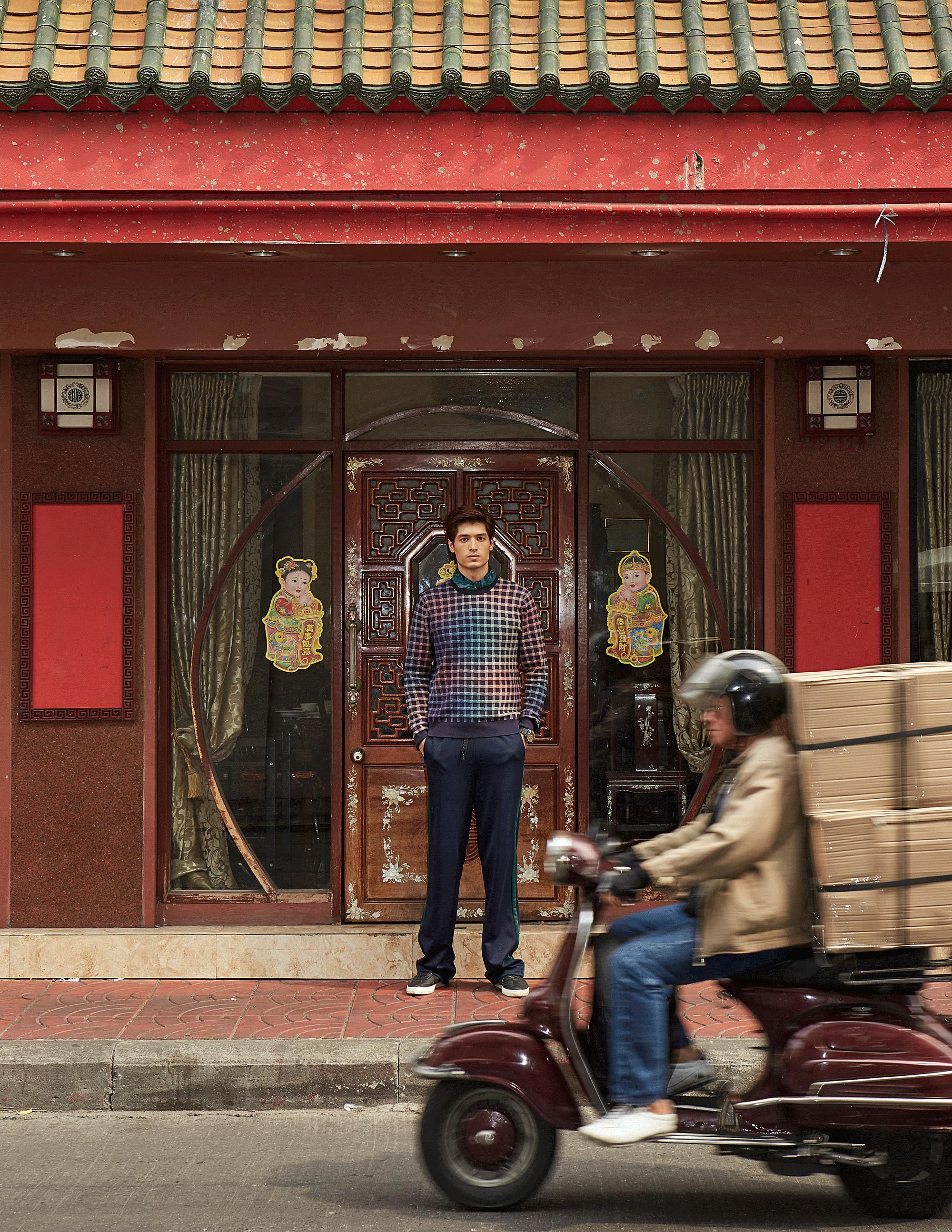 sweater : Paul Smith / pants : Everyday Karmakamet  watch :LUMINOX Carbon SEAL 3813 Series