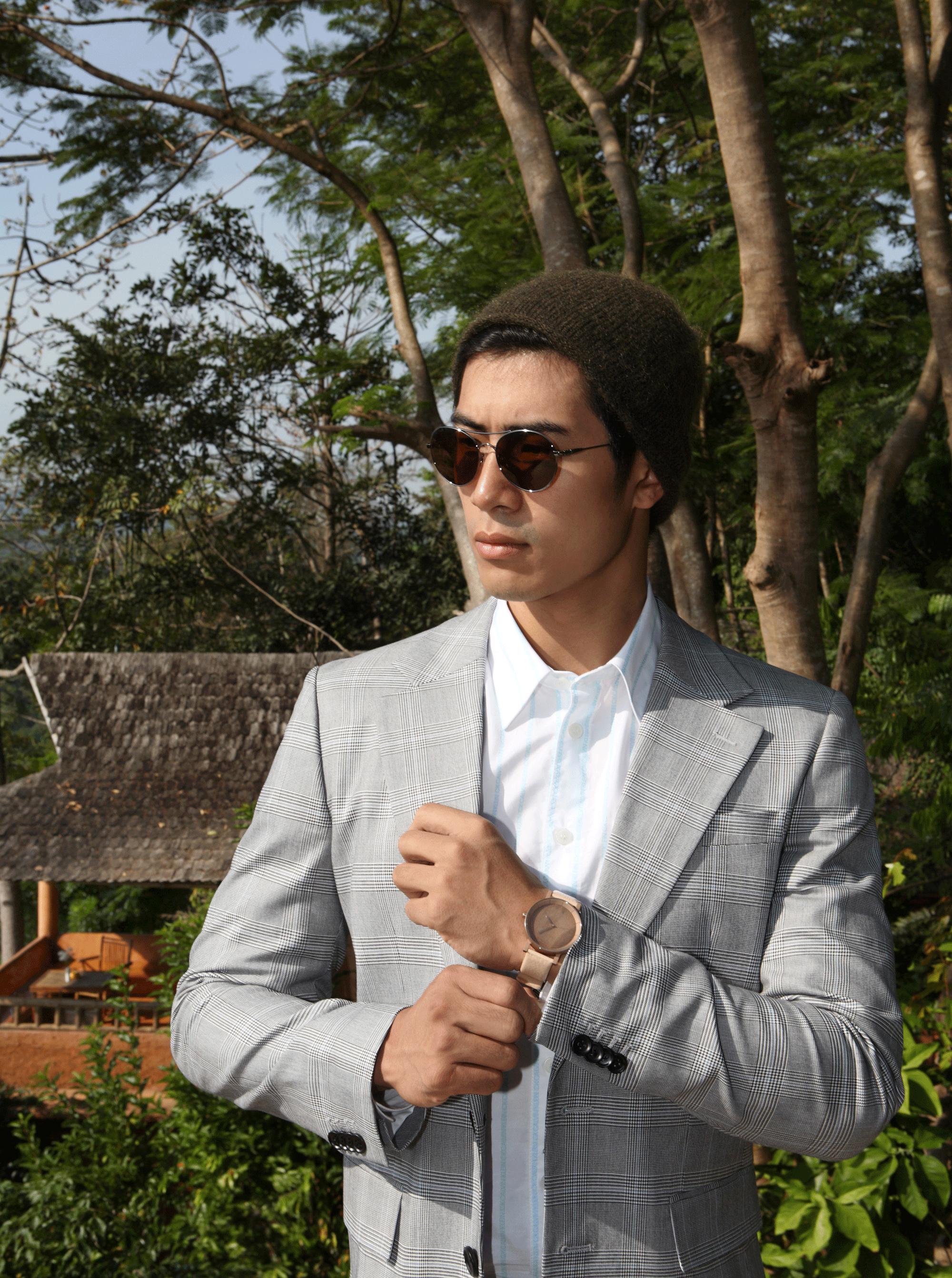 clothes : CK Calvin Klein / sunglasses : TAVAT / watch : FORREST