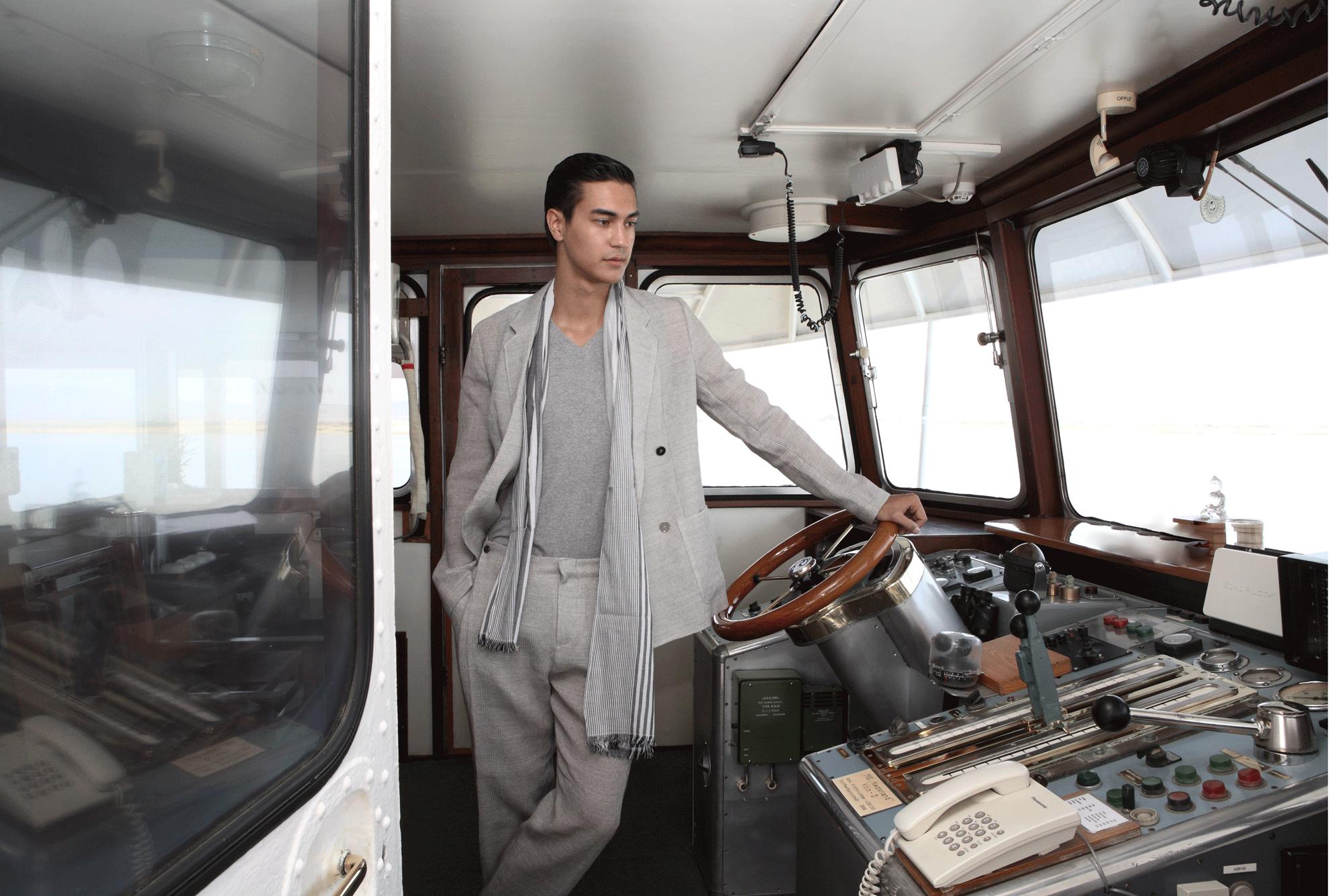 suit : Emporio Armani / tshirt : JOCKEY