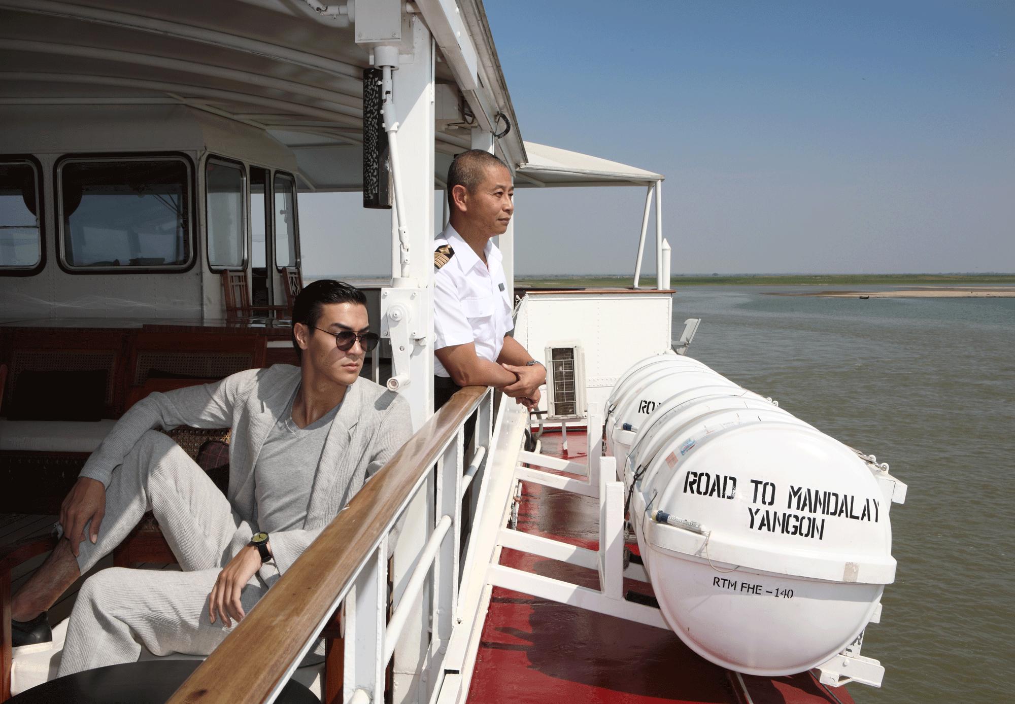 suit : Emporio Armani / tshirt : JOCKEY / sunglasses : SPEKTRE / watch : FORREST