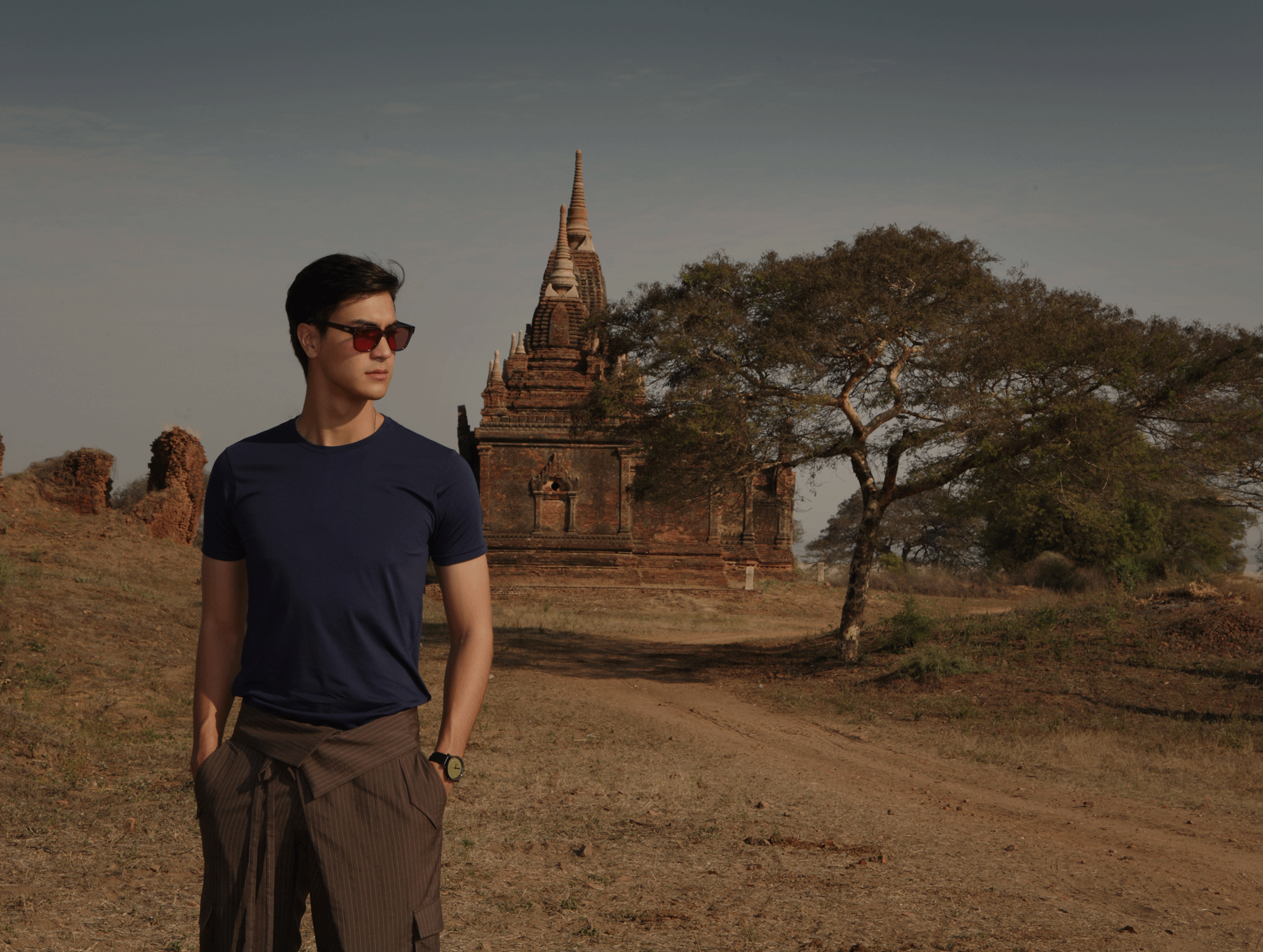 Old Bagan Pagoda  Tshirt : JOCKEY / pants : SARIT / sunglasses : SPEKTRE / watch : FORREST