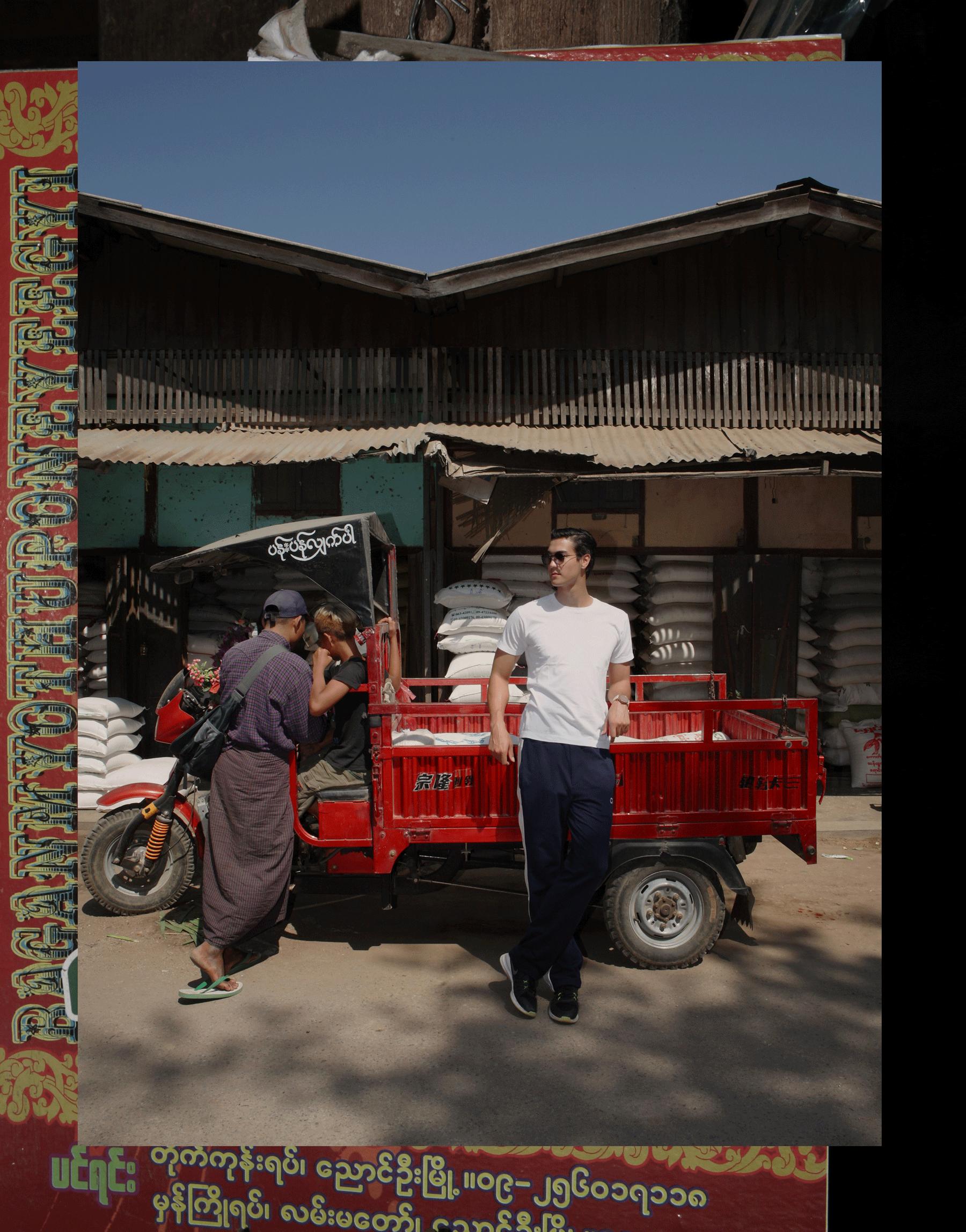 Nyaung- U Market Bagan  shirt : JOCKEY / pants : CK Calvin Klein / watch : FORREST / sunglasses : SPEKTRE