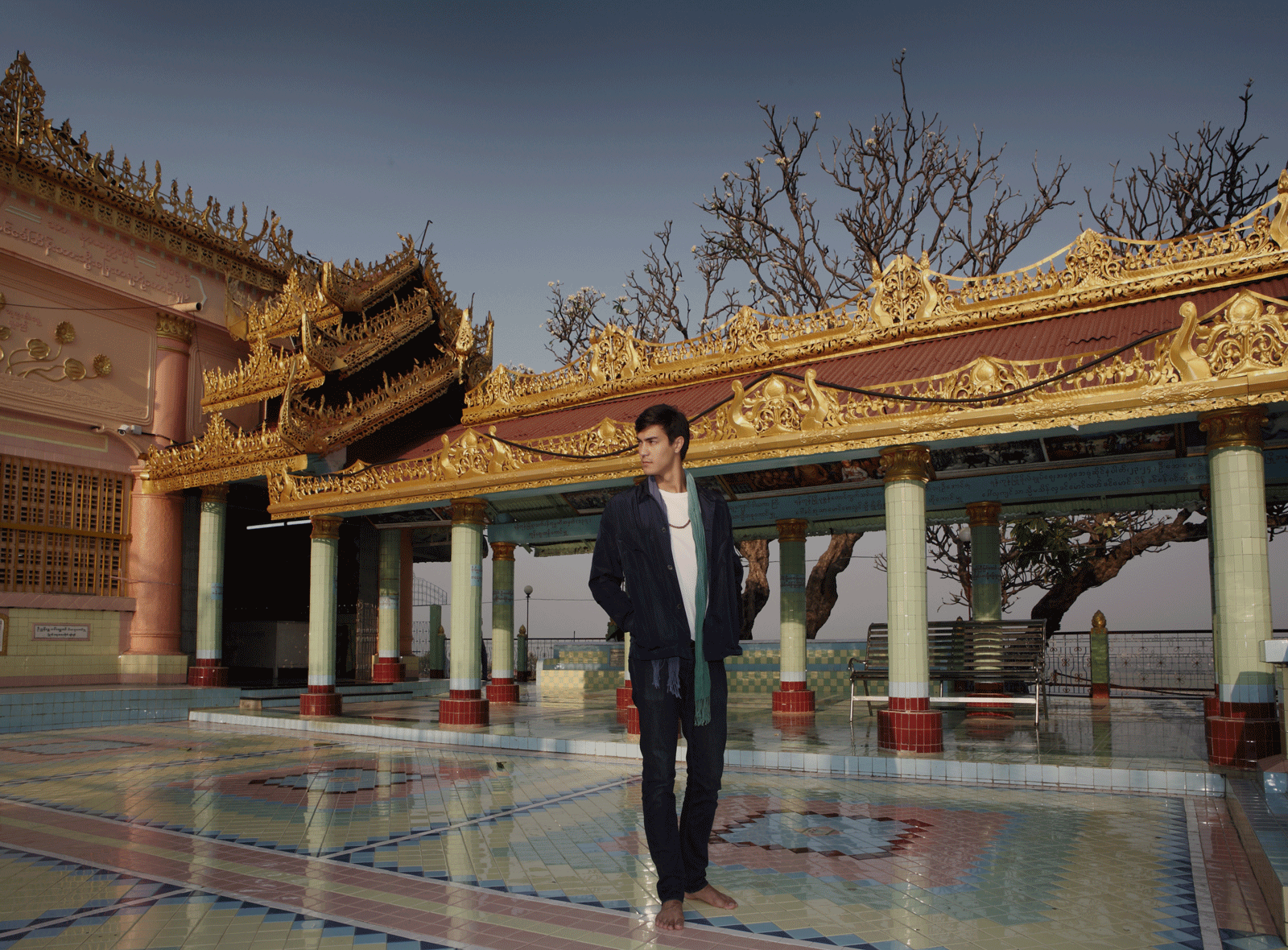 Sagaing Hill - Mandalay  Tshirt : JOCKEY / jacket : SARIT