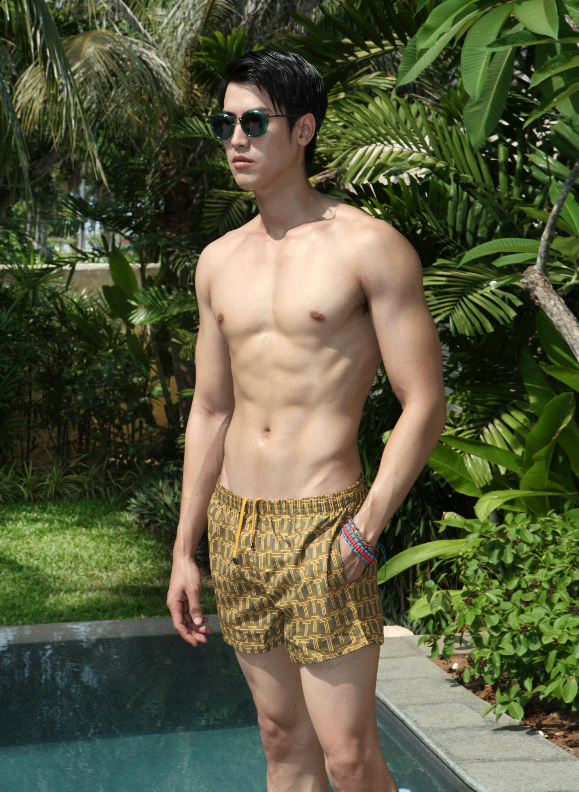 trunks : TIMO / sunglasses : TAVAT