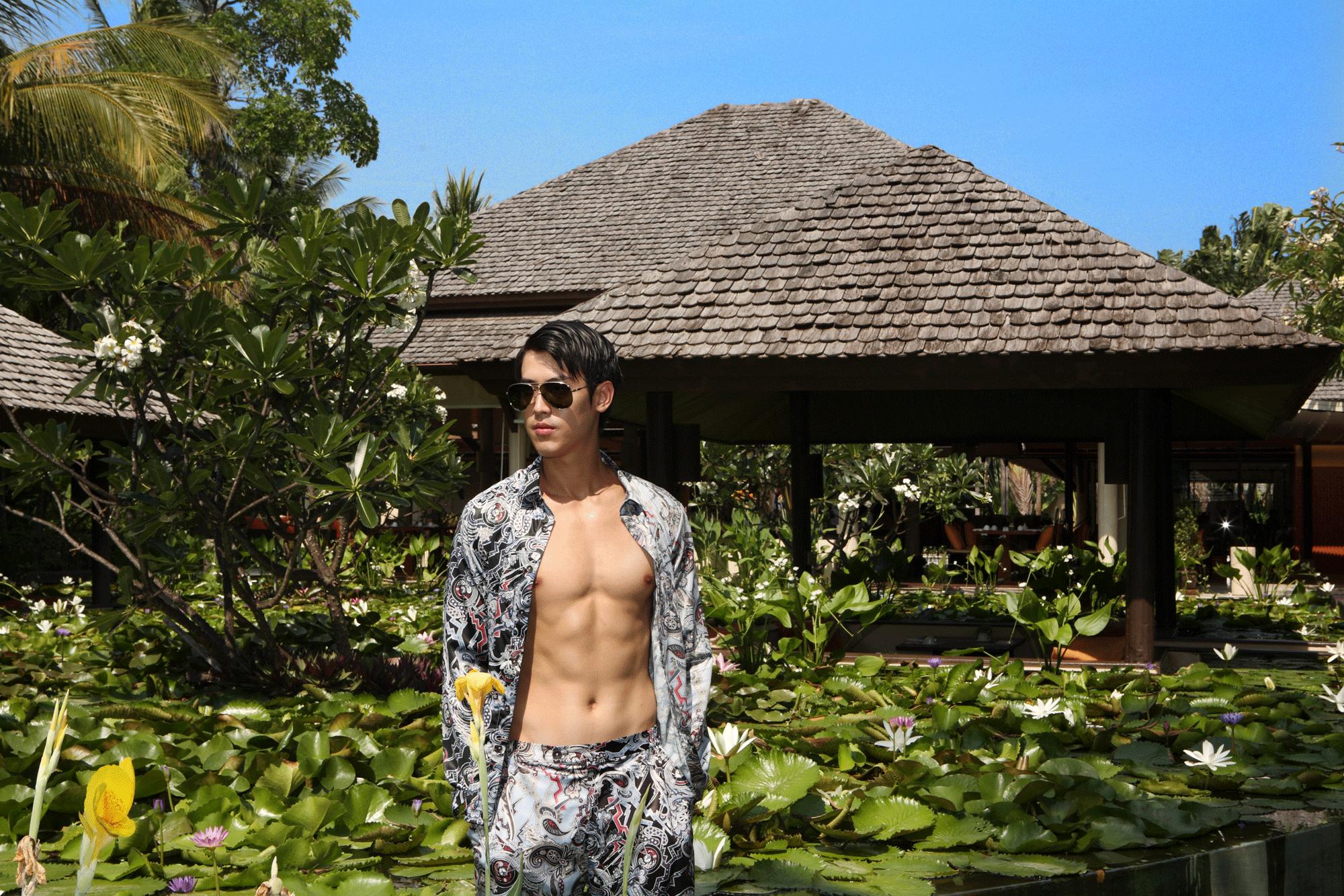 clothes : PAINKILLER / sunglasses : TAVAT