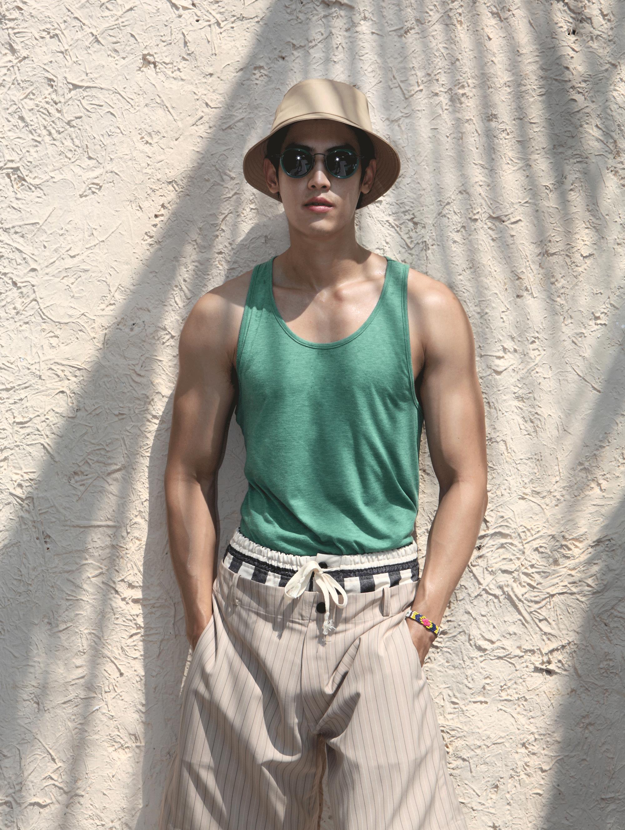 pants : Leisure Projects / sunglasses : TAVAT