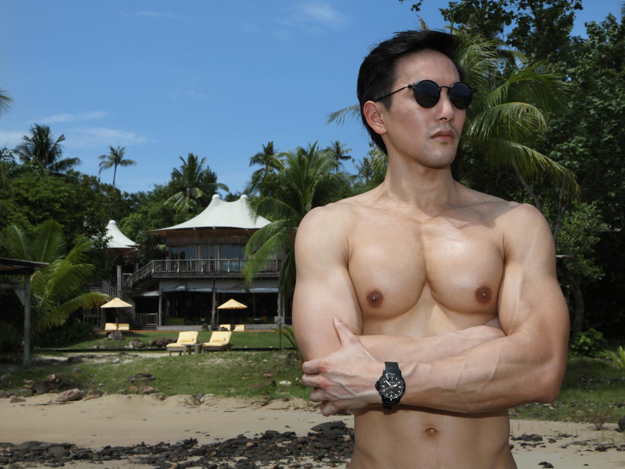 sunglasses : TAVAT  watch : TISSOT Seastar Powermatic 80