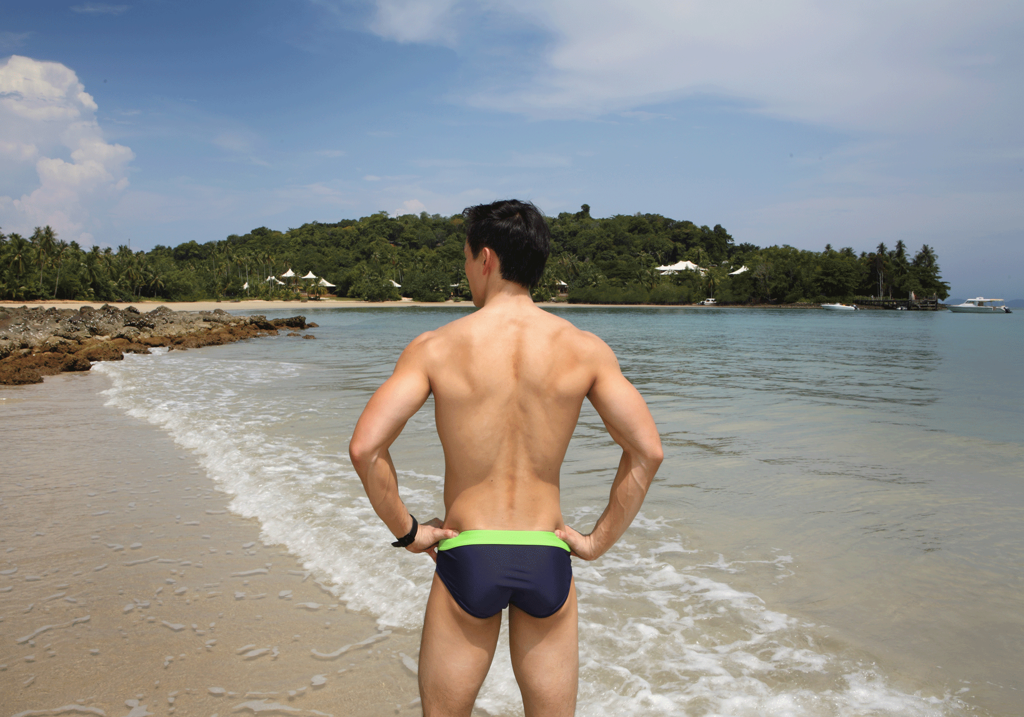 swimwear : NOXX  watch : TISSOT Seastar Powermatic 80
