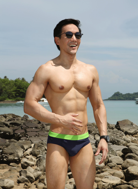 swimwear : NOXX / sunglasses : TAVAT  watch : TISSOT Seastar Powermatic 80