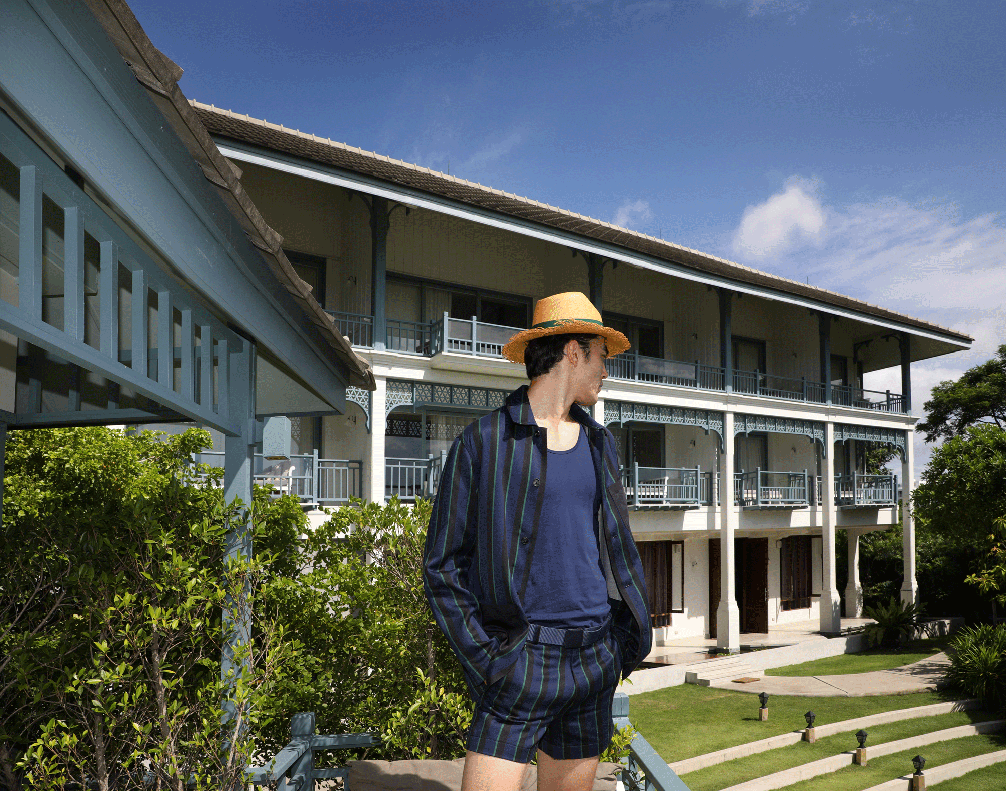 tank top : JOCKEY / jacket and shorts : Leisure Projects / hat : Famosa Andina
