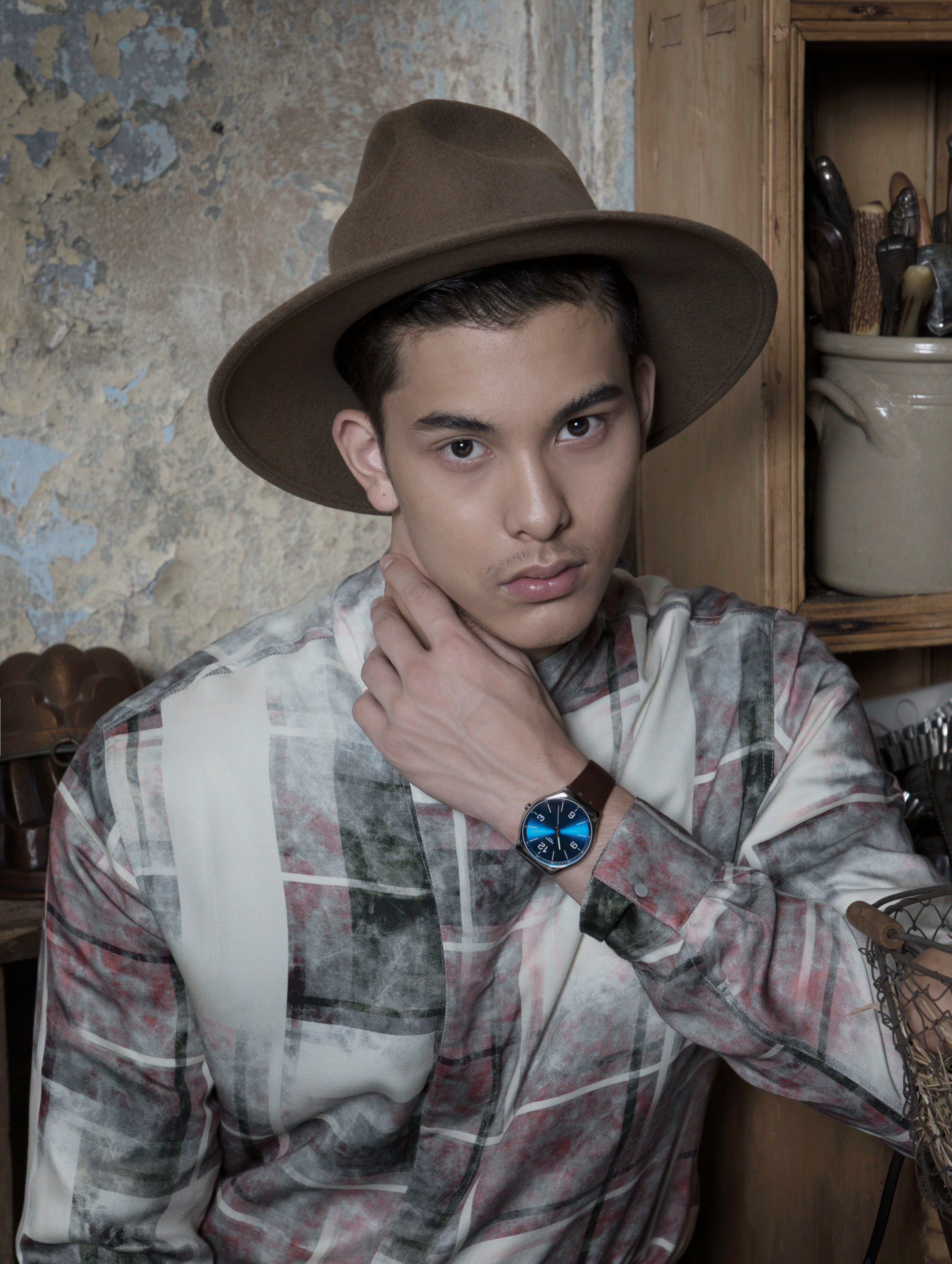 clothes : Emporio Armani / hat : Famosa Andina  watch : SWATCH - SKINWIND