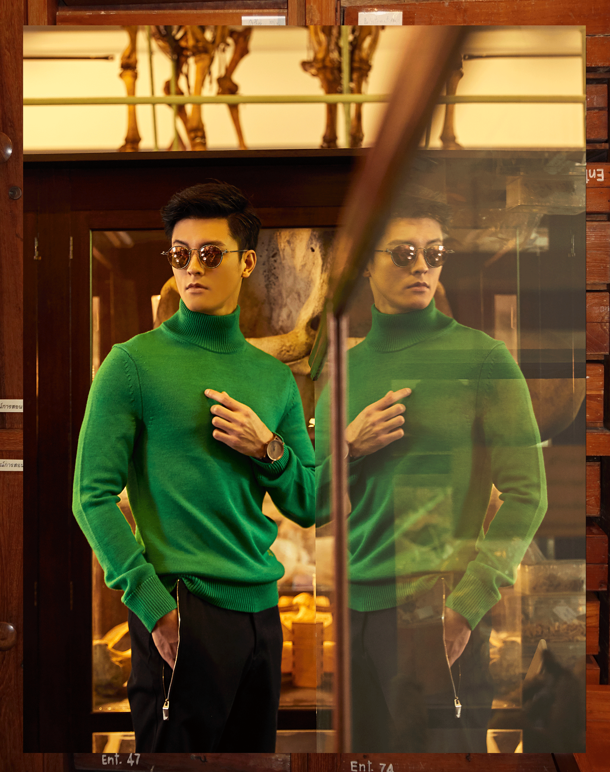 sweater : CK Calvin Klein / pants : Emporio Armani / sunglasses : TAVAT / watch : FORREST