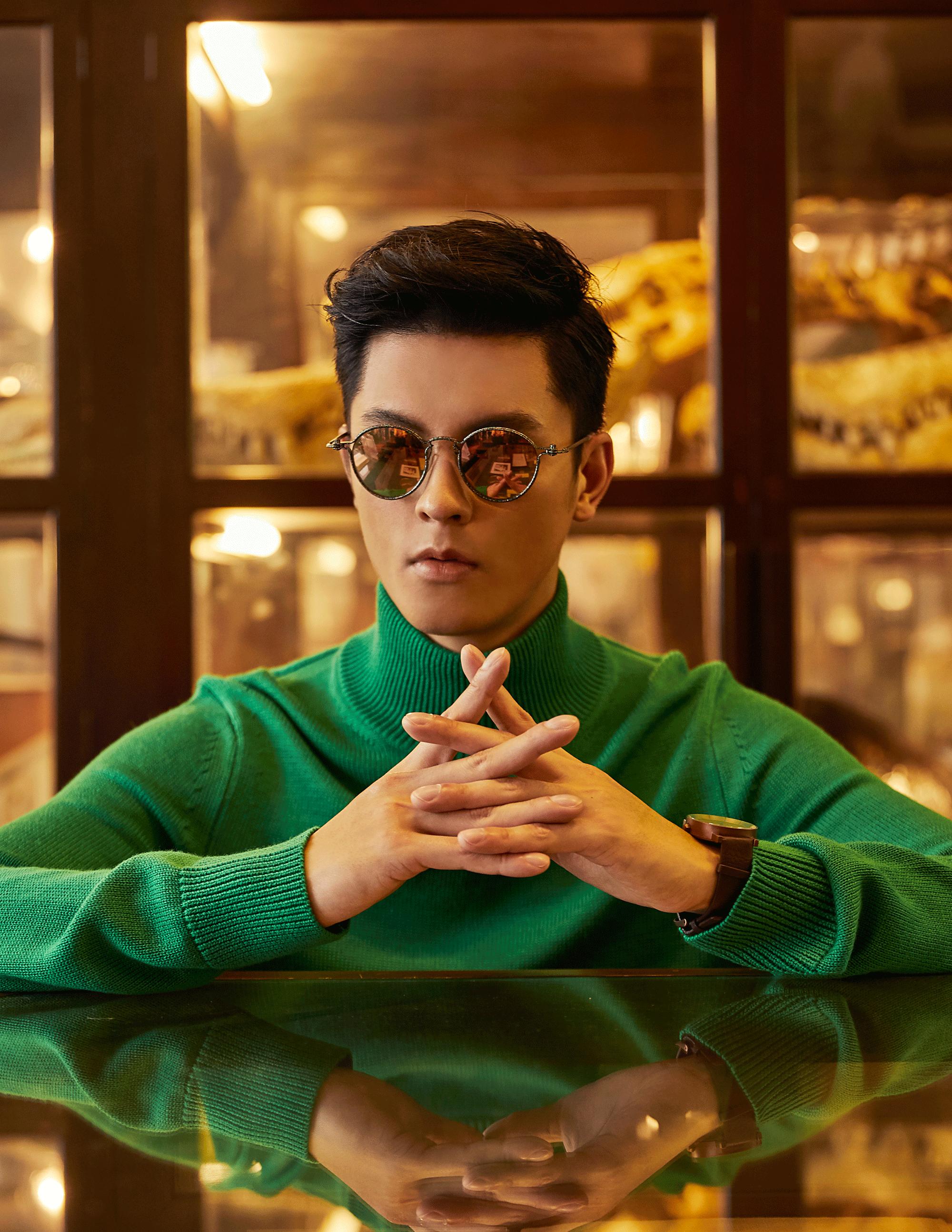 sweater : CK Calvin Klein / sunglasses : TAVAT / watch : FORREST
