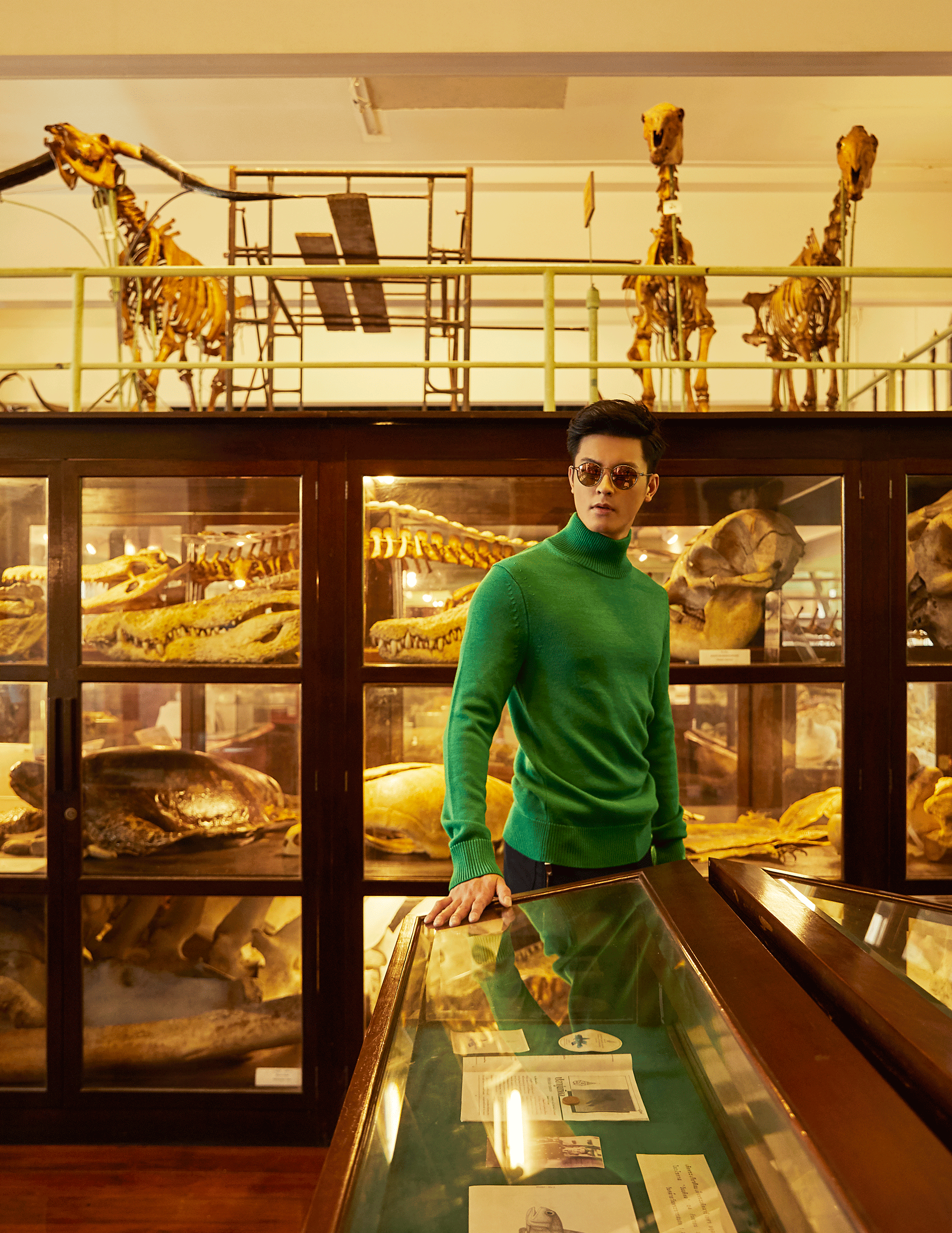 sweater : CK Calvin Klein / pants : Emporio Armani / sunglasses : TAVAT