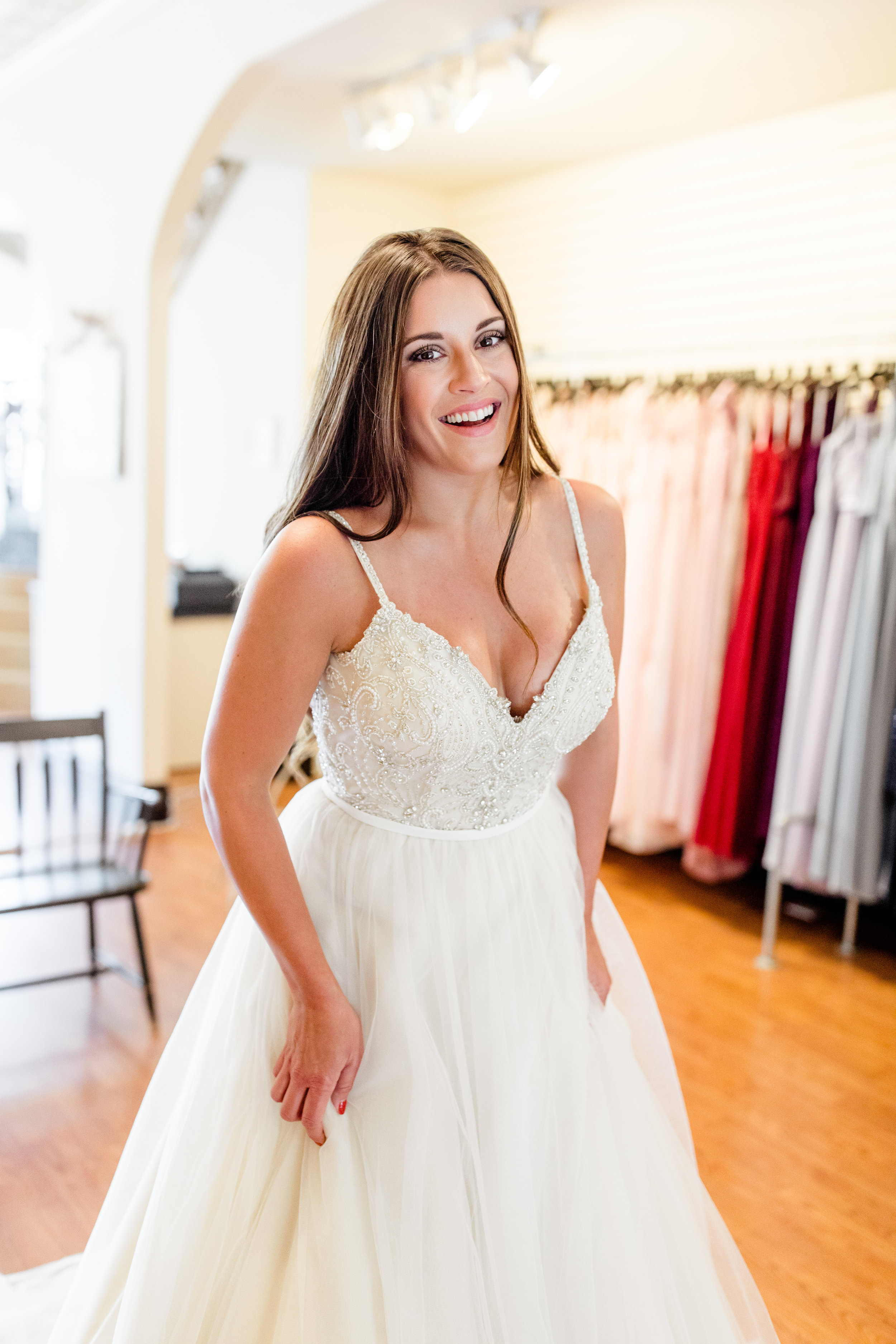Seriously......how does one look so pretty?!?!?! In a White Weddings Dress, thats how!!!!