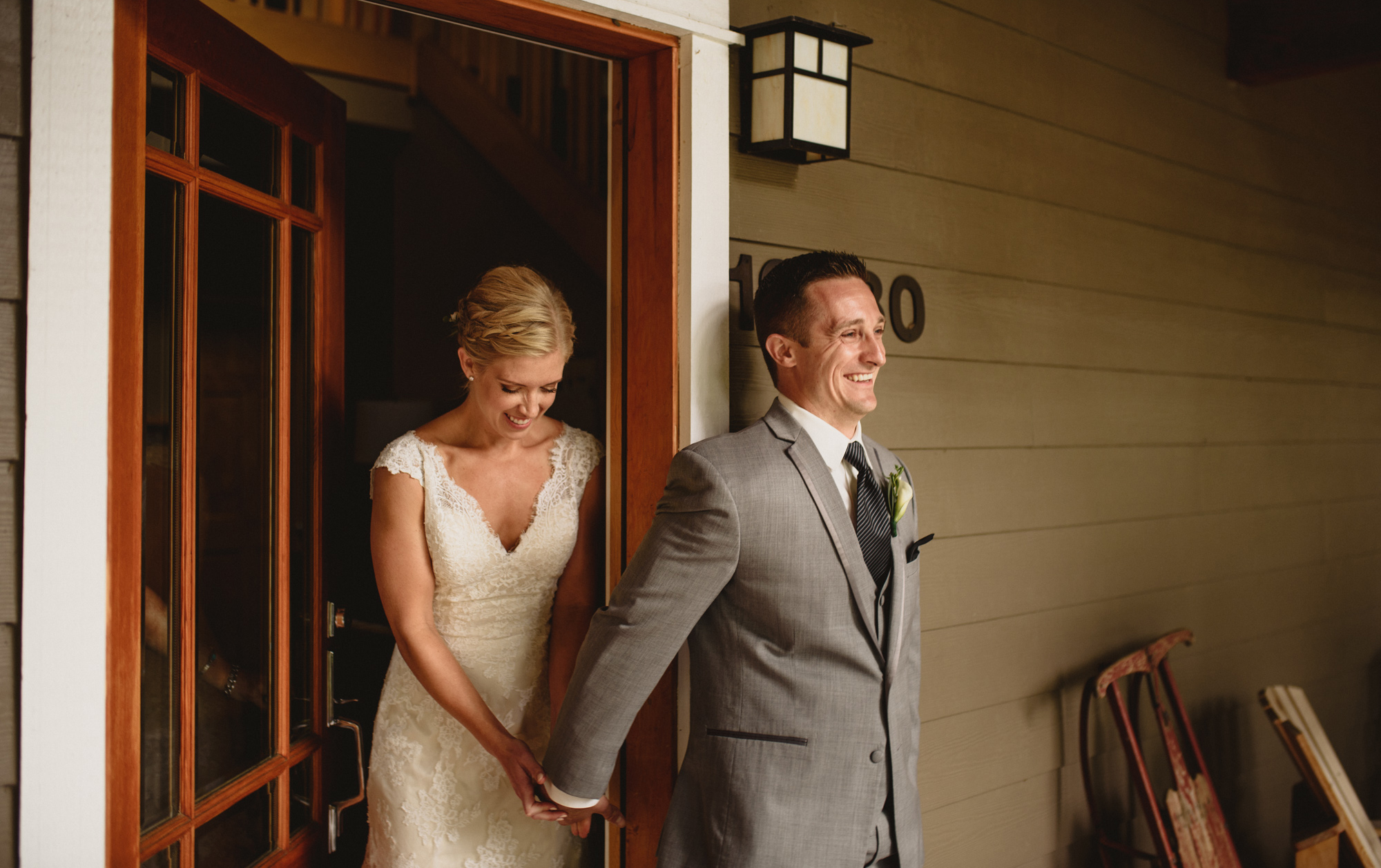 first look oregon woodland wedding