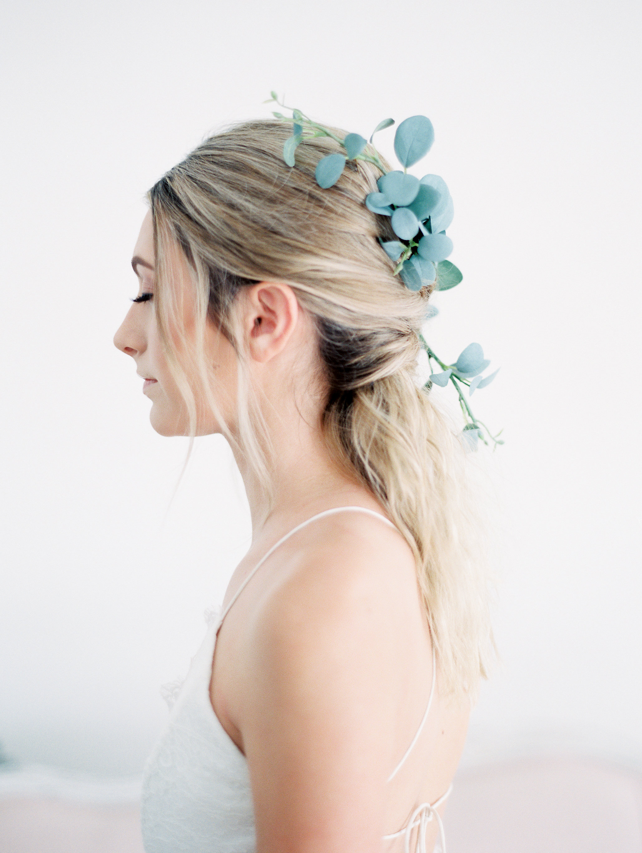 eucalyptus-leaf-bridal-comb-bridal-hairstyles