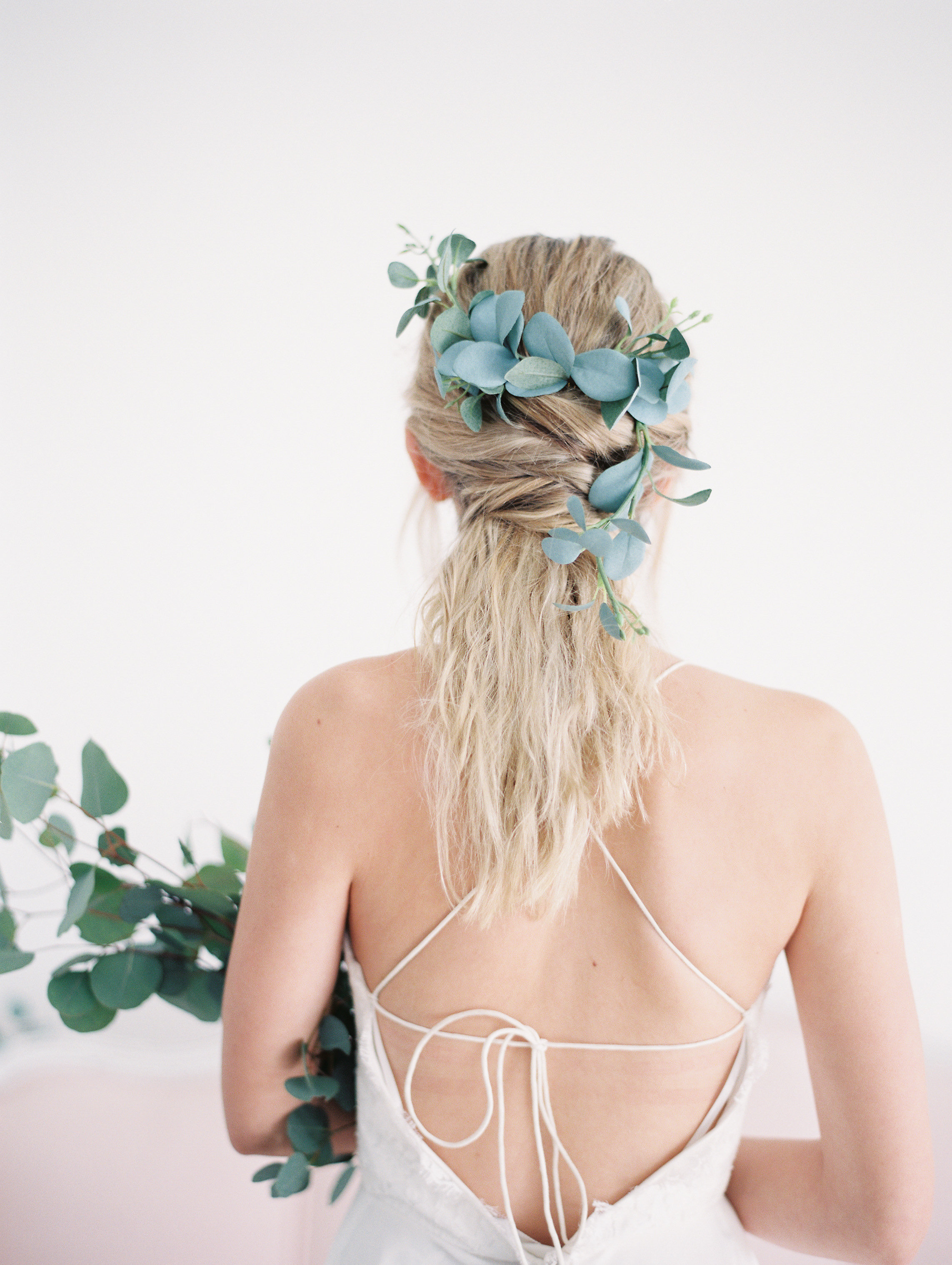 eucalyptus-leaf-comb-bridal-hairstyles