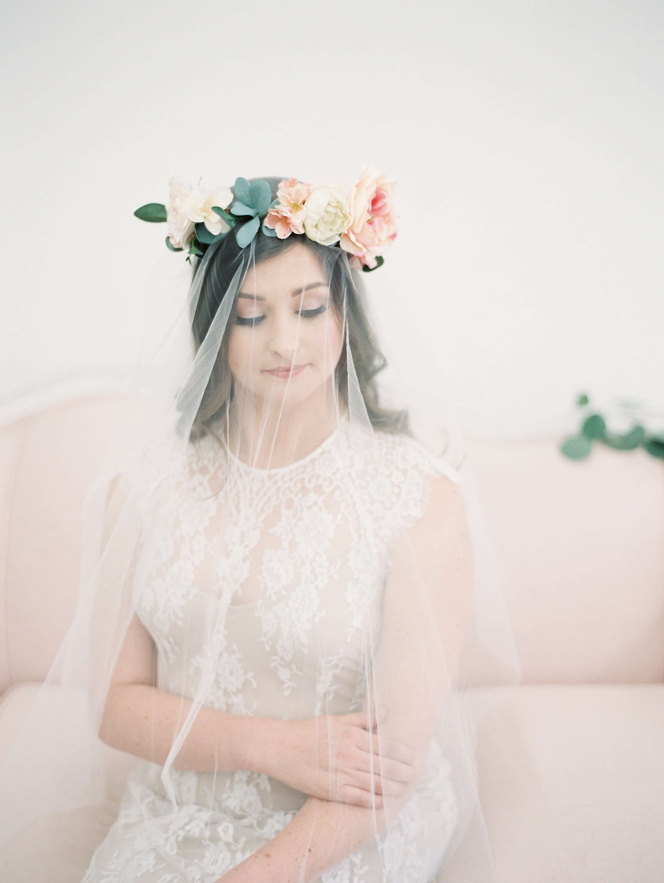 flower-crown-with-veil-bridal-hairstyle
