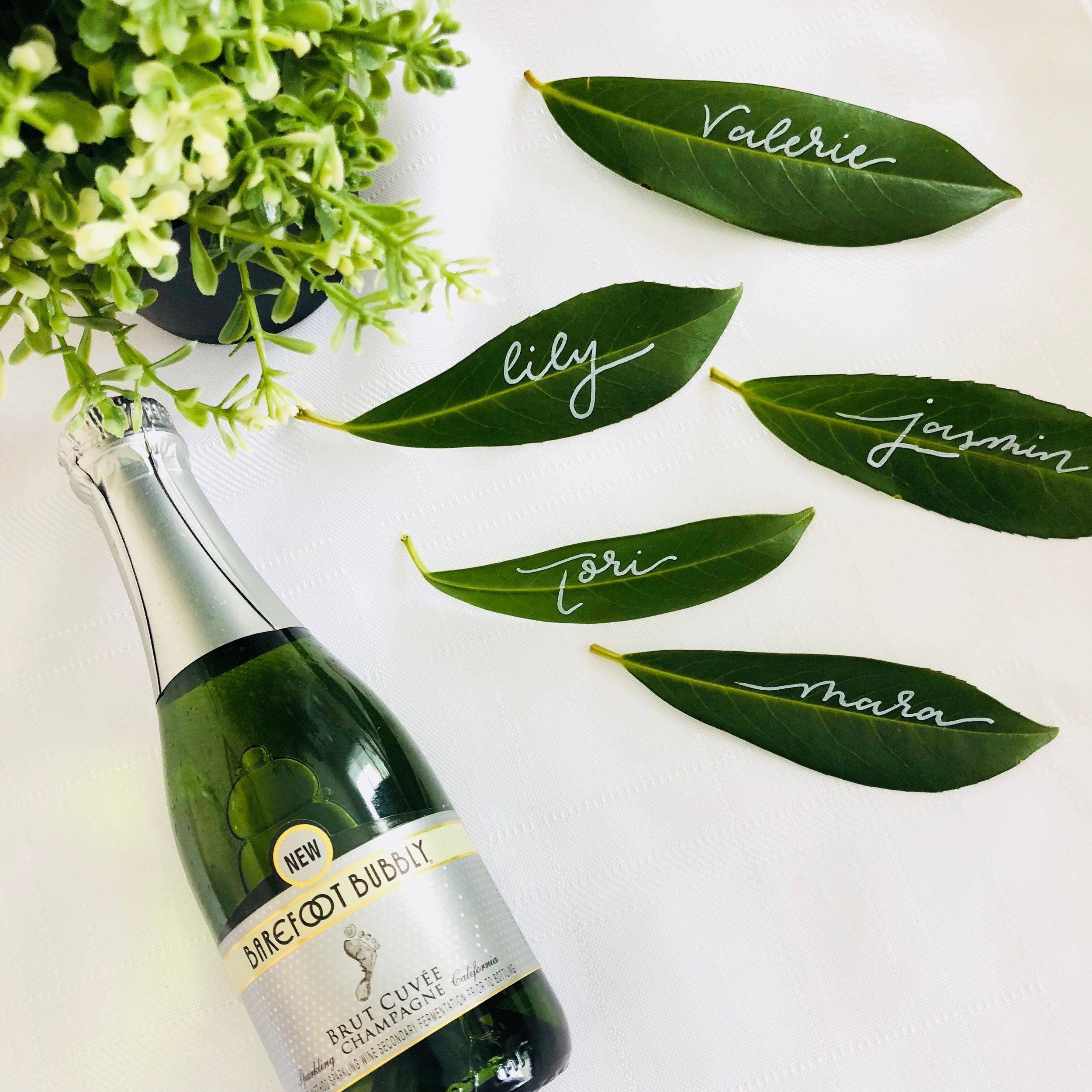 greenery-wedding-ideas-calligraphy-leaves-escort-name-cards