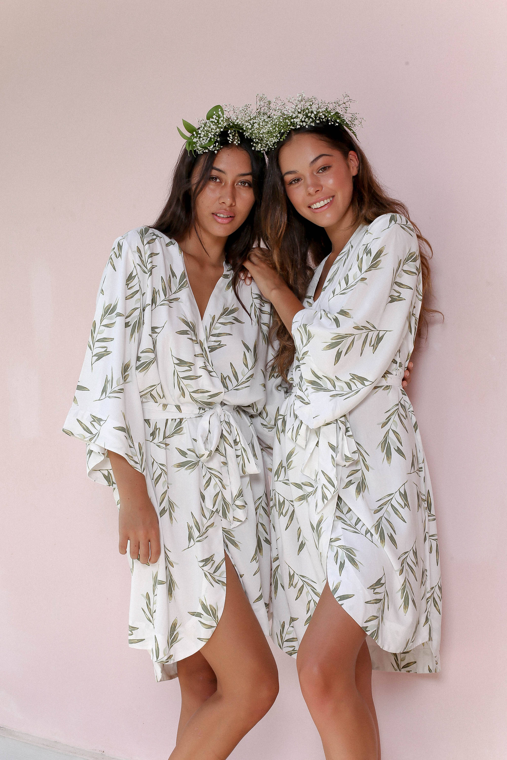 greenery-bridesmaids-robes-bridesmaids-gift