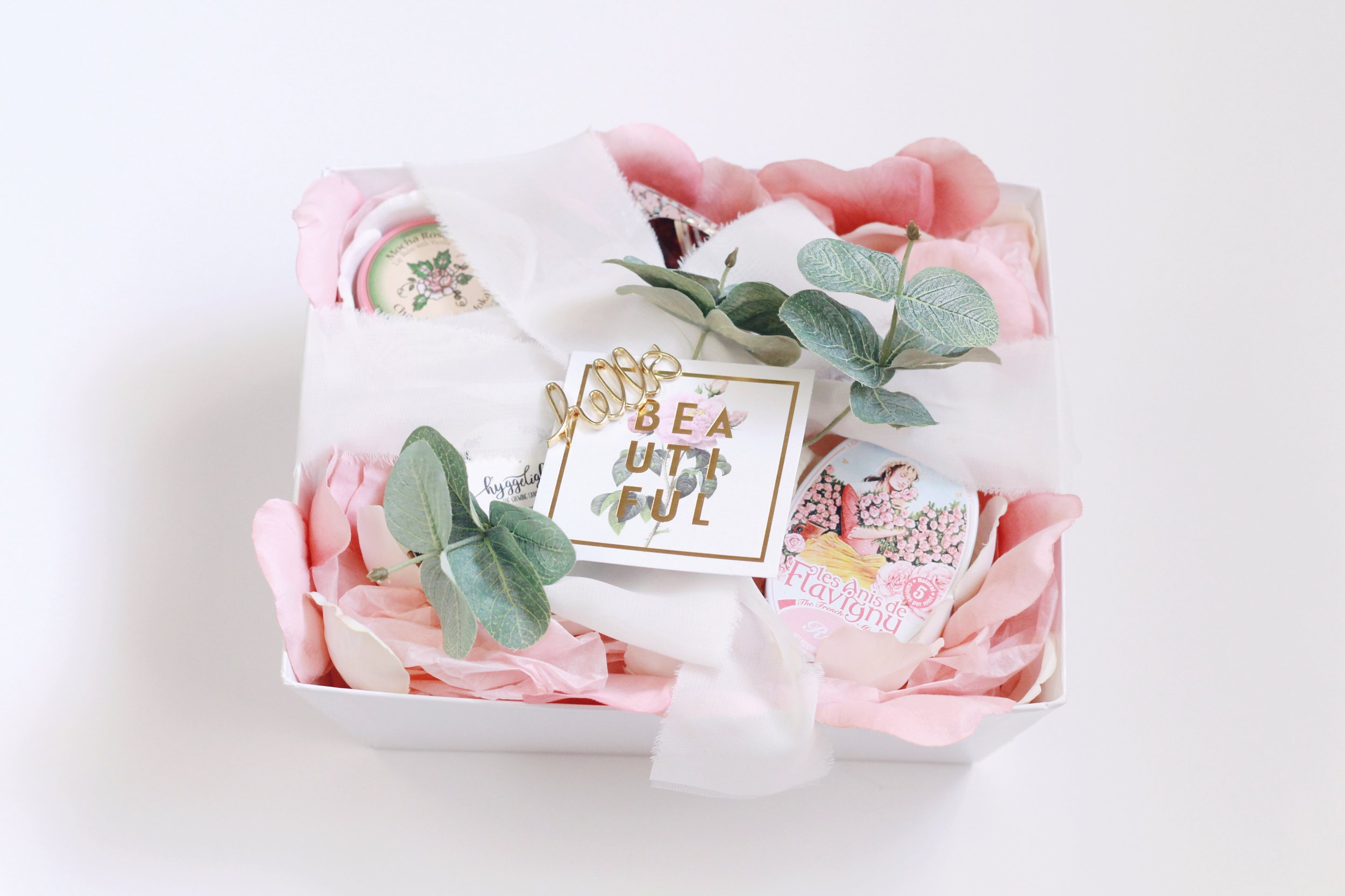 flower-inspired-bridesmaids-diy-gift-pretty-gift-wrapping