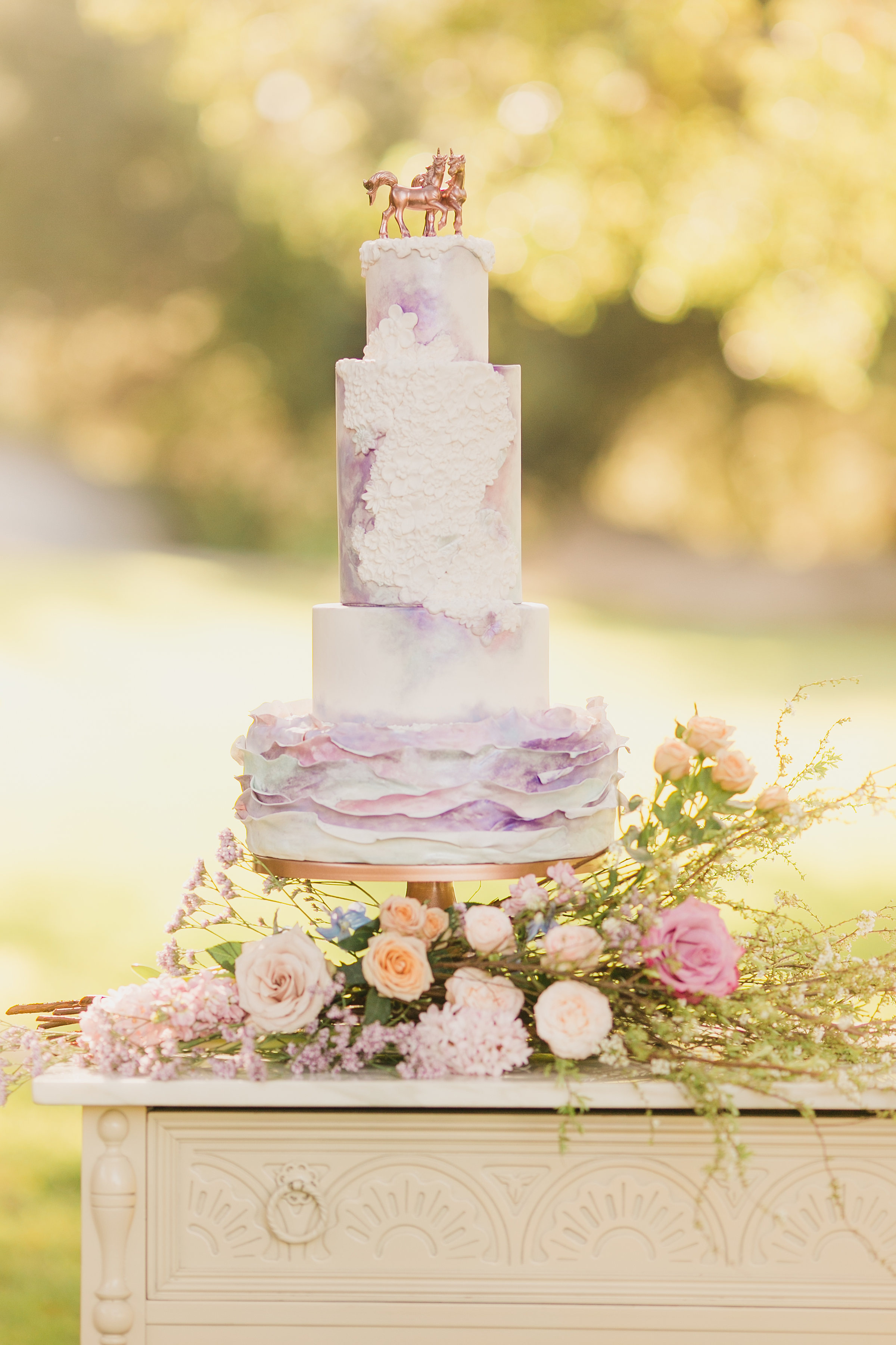 Rose-Gold-Unicorn-Styled-Shoot-with-Pastel-Colors-and-Magical-Details