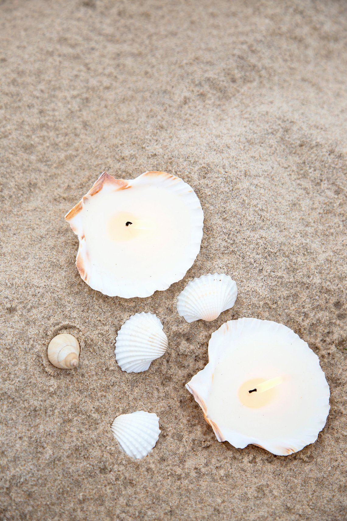 12 coastal wedding ideas shell candles wedding favors