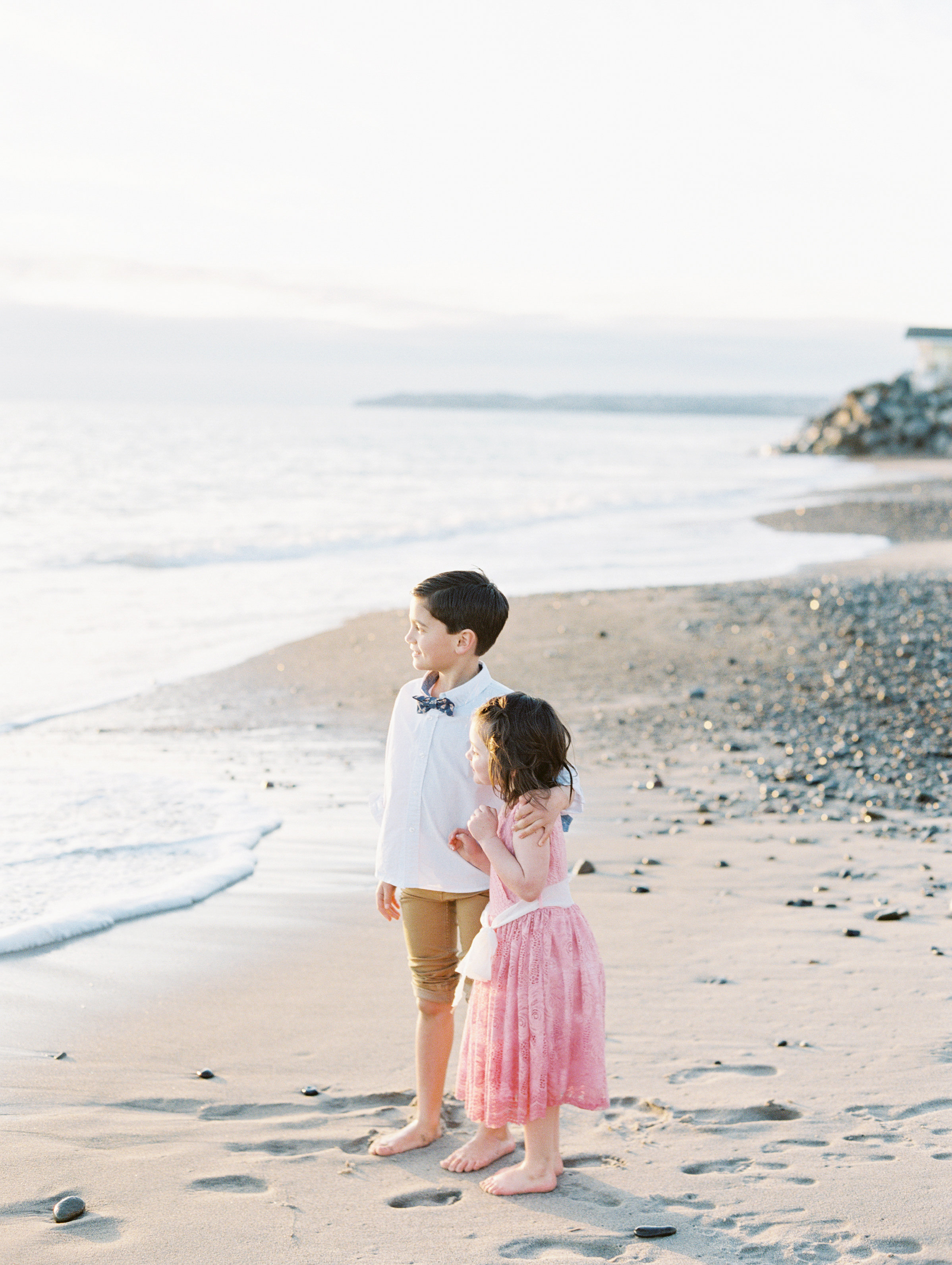 sweet sibling family photo style. photo session on the beach. Love Sparkle Pretty. Photo by Mallory Dawn