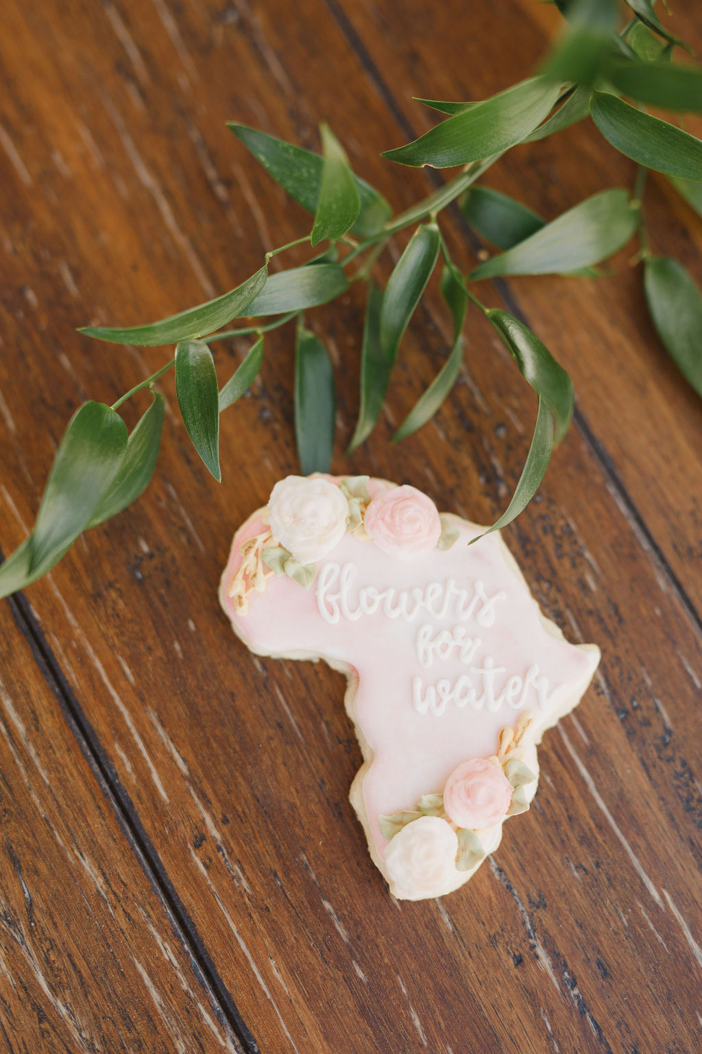 custom cookies by Cub and Cuppy at flower crown workshop in southern California by Love Sparkle Pretty to provide clean water for World Vision