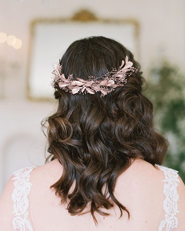 FEATURED✨ So excited to have our ethereal old world styled shoot on @magnoliarouge today! I coordinated this shoot with some of the most talented ladies and I'm so thankful to have our hard work showcased once again!💗 ⠀⠀⠀⠀⠀⠀⠀⠀⠀ I loved mixing pretty and feminine details with the mix of metallics and florals. I styled my collection of preserved babies breath adornments of rose gold, champagne and gold with the couture gowns of @hklesbridal (if you're in the San Diego area, you MUST visit their bridal boutique). ⠀⠀⠀⠀⠀⠀⠀⠀⠀ I will always remember this rainy day in the beautiful @bastidedebonheur while creating with these wonderful ladies. See more of this feature and all the pretty details at @magnoliarouge. ⠀⠀⠀⠀⠀⠀⠀⠀⠀ Photography @mallorydawnphoto  Veils and Bridal Adornments & Coordination @lovesparklepretty  Venue @bastidedebonheur  Florals @modernbouquet  Hair and Makeup @danielleryanbeauty Calligraphy @valgliddencalligraphy  Ribbon and Runners @tonoandco  Dresses @hklesbridal  Ring @oliveavejewelry  Models @morganelena_ @katiezerrenner @oliviarosemar  Styling Assistant @bygabrielamichelle ⠀⠀⠀⠀⠀⠀⠀⠀⠀ #bridalhair #bridalhairstyle #bridehairstyle #weddinghair #bridalinspo #bridalaccessories #bridalhairaccessories #bride
