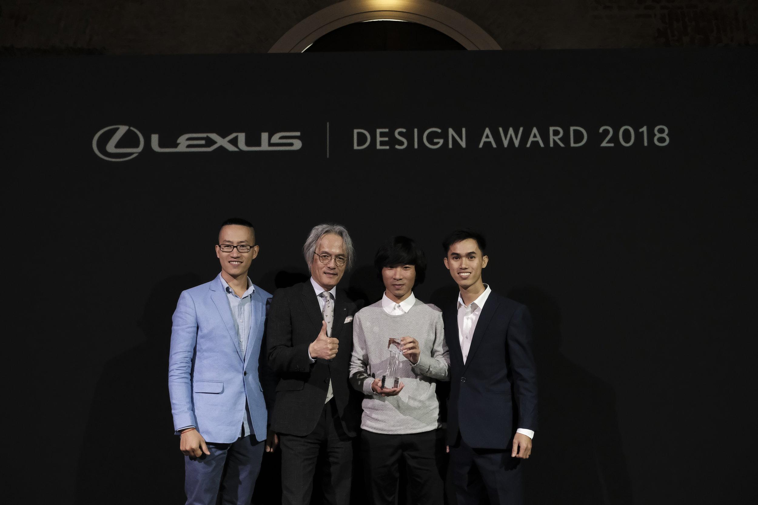 Mr. Yoshihiro Sawa (President, Lexus International) among VNWALLS team members