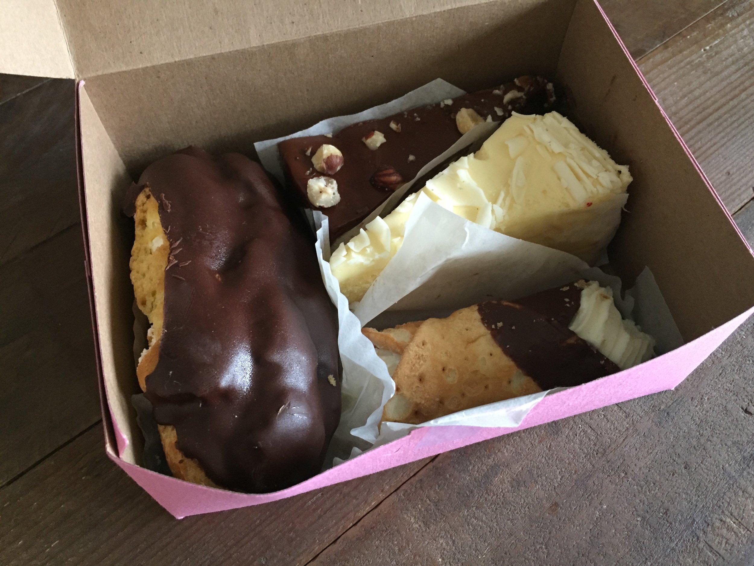 Box break down: Éclair, dulce de leche cake, limoncello and a cannoli.