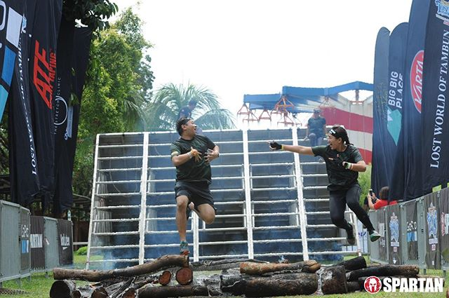 fire jump of the 2nd race that day. never knew i could cover over 18km in a day . not in a competition with anyone, but myself 😏 . #TrifectaWeekend #LWOT #SpartanRaceMY #timr #HAFathlete #SpartanRace