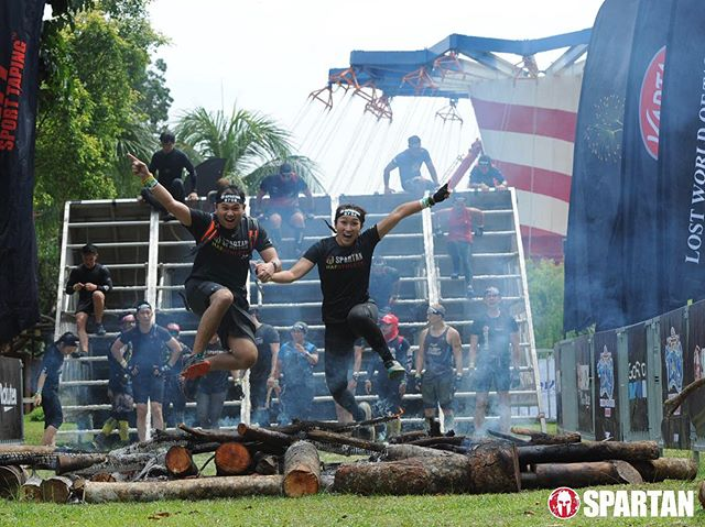 the fire jump before crossing the finish line of the first race that #TrifectaWeekend at the #LWOT #spartanracemy . finally official photos are out.. but they didn't take much of me. is it bcoz i'm black? 😒 . #SpartanRace #HAFathlete #timr