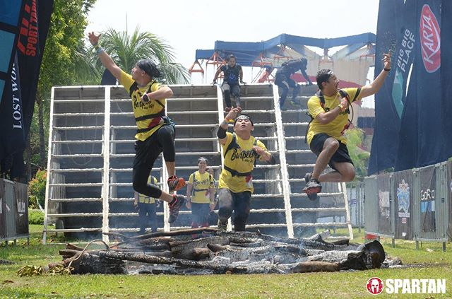 the day i broke 21km is the same day we got to be #VAF on the #firejump 🤣 . #TrifectaWeekend #SpartanRaceMY #SpartanRace #timr #HAFathlete #NoCramps