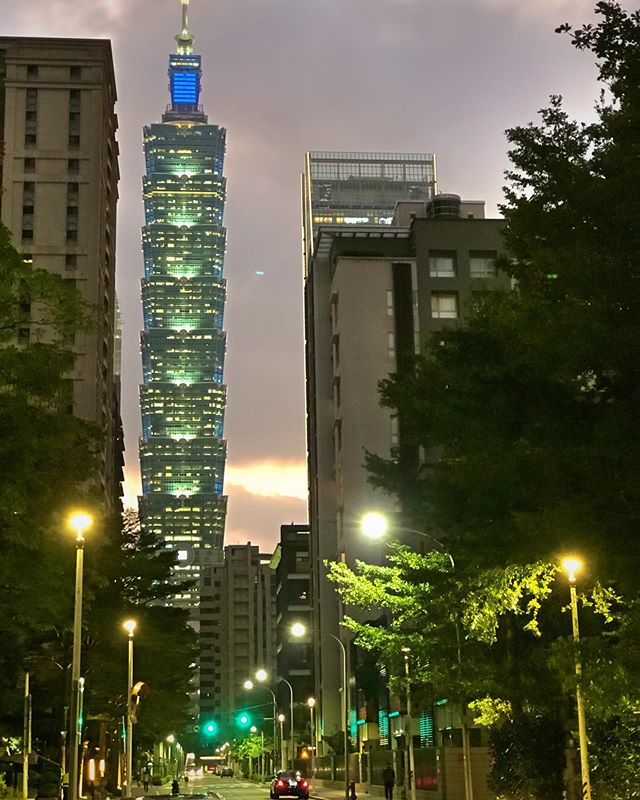 The view of #Taipei101 from our illegal #Airbnb . apparently the gov doesn't allow short-term stay, but who cares, right? . #medalmonday #taiwan #taipei #prohdrx